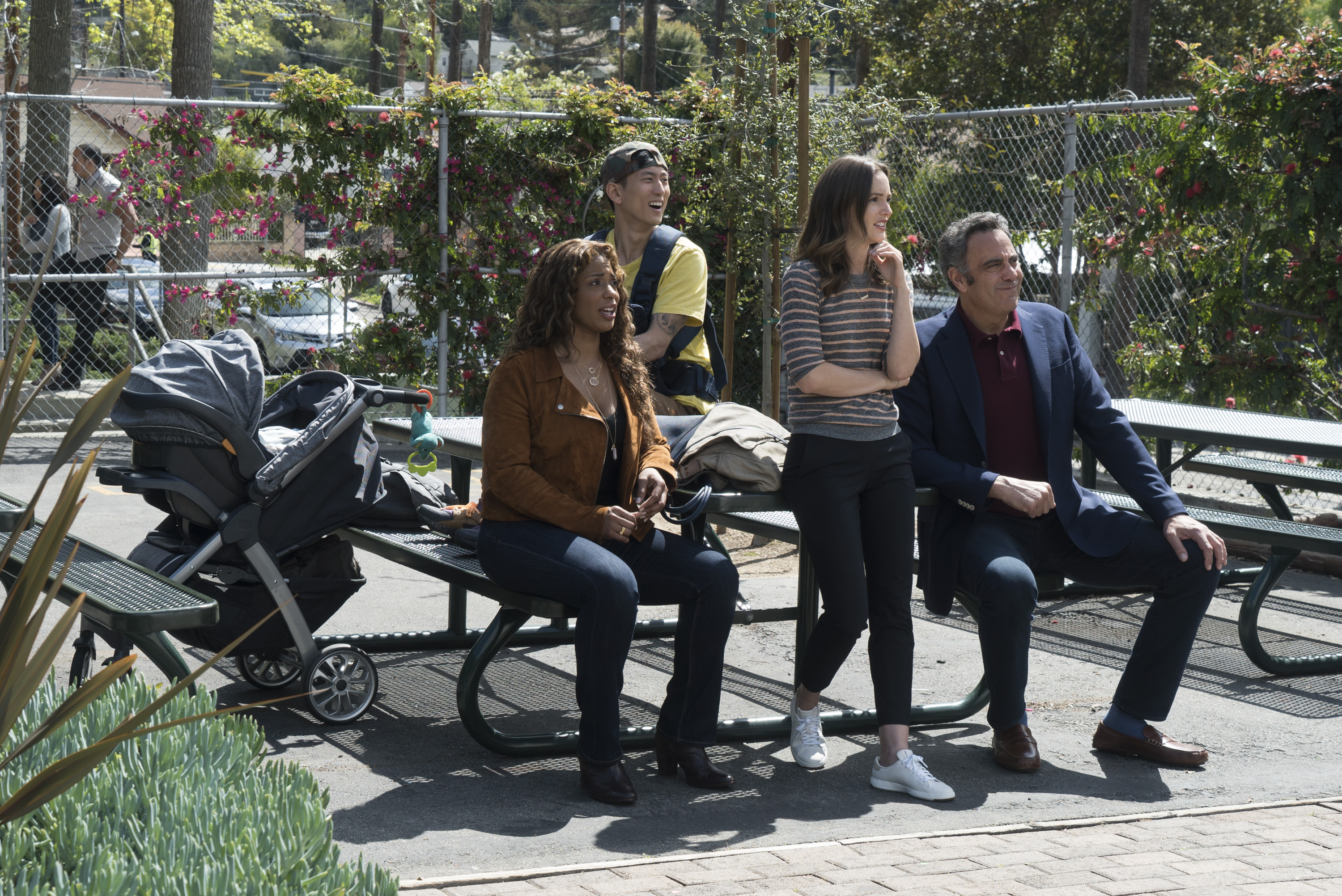 (l-r) Kimrie Lewis, Jake Choi, Leighton Meester and Brad Garrett in Single Parents