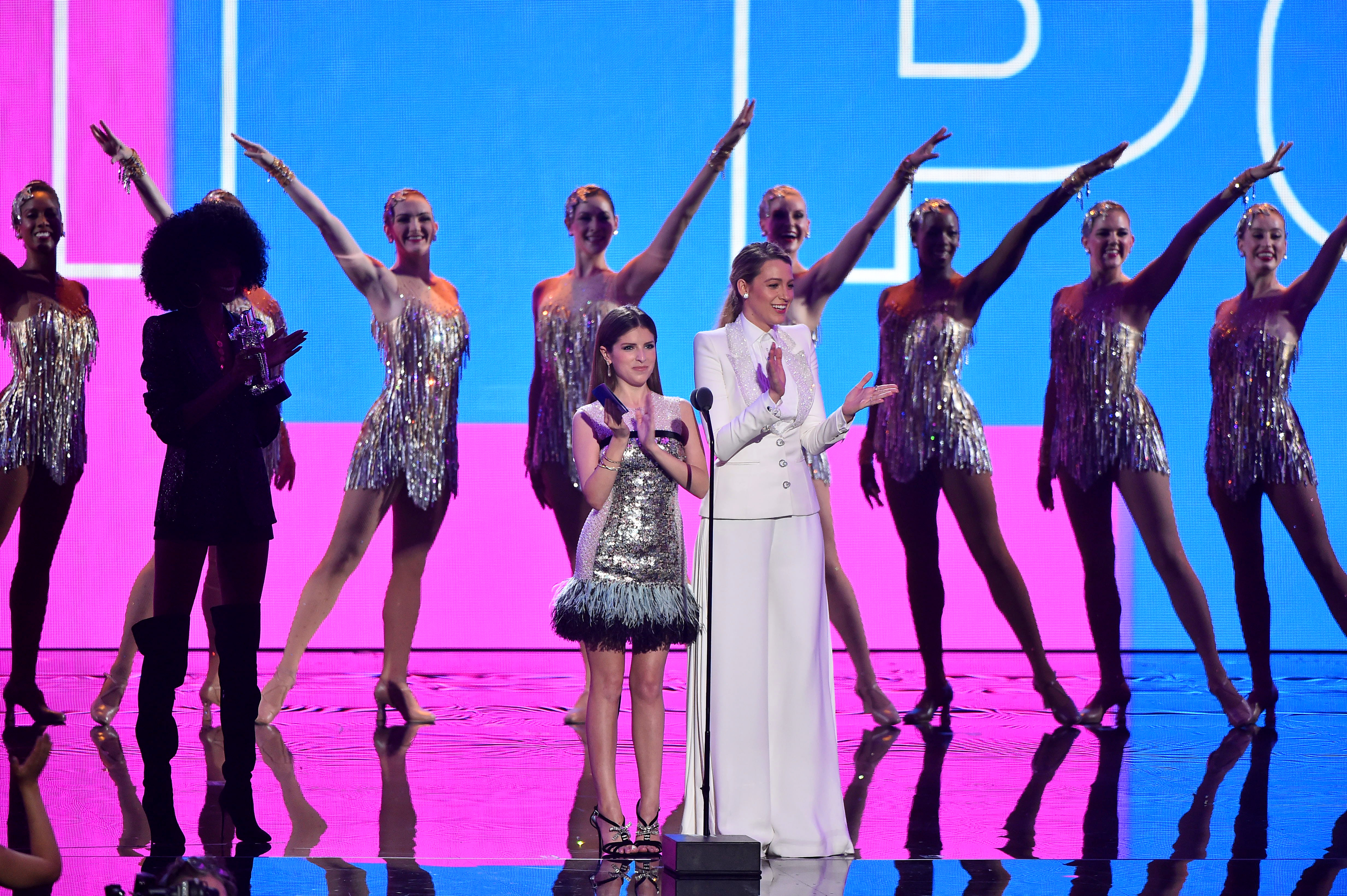 NEW YORK, NY - AUGUST 20:  Anna Kendrick and Blake Lively speak onstage during the 2018 MTV Video Music Awards at Radio City Music Hall on August 20, 2018 in New York City.  (Photo by Theo Wargo/Getty Images)
