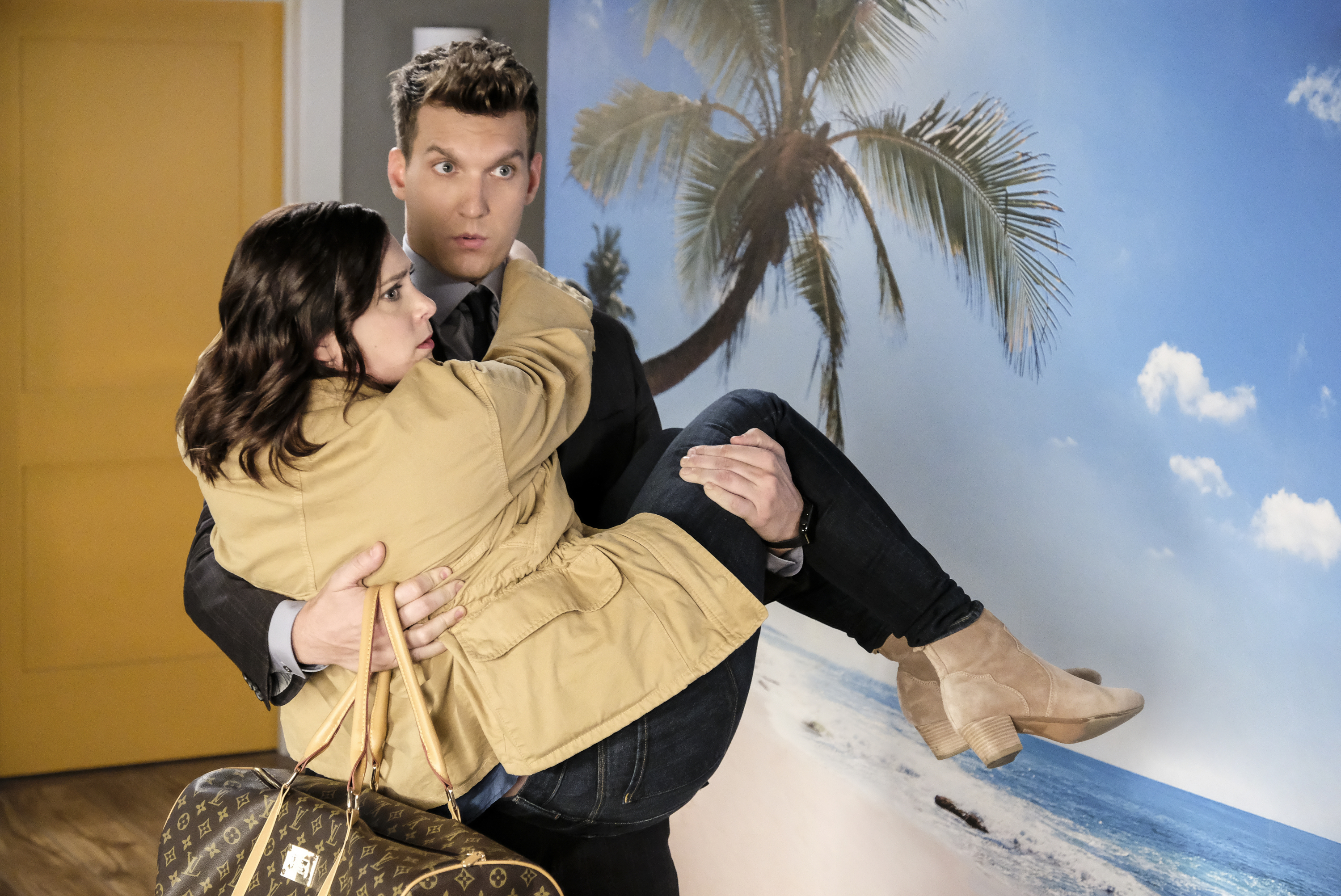 Rachel Bloom and Scott Michael Foster in Crazy Ex-Girlfriend