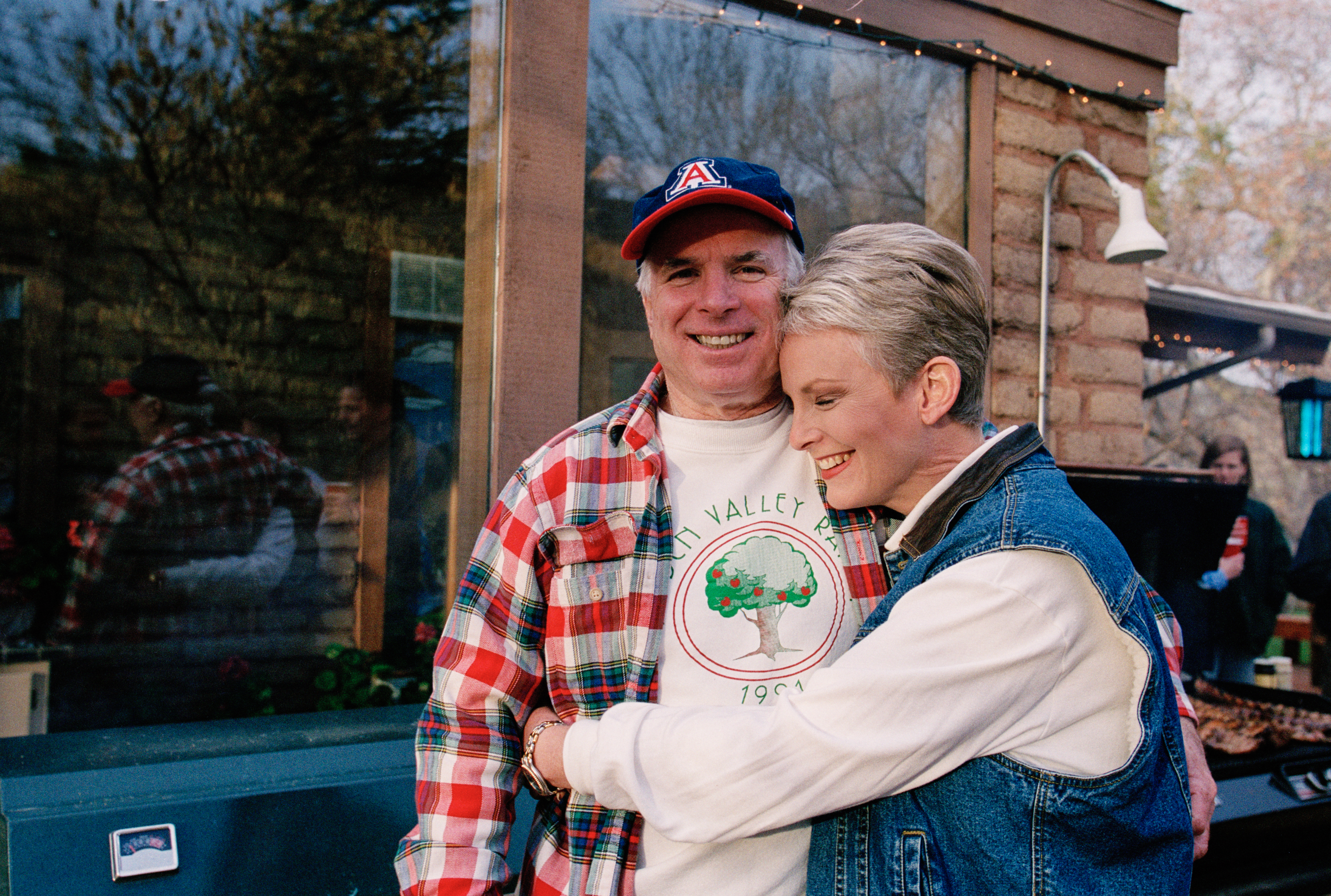 Presidential candidate John McCain (L) and his wife, Cindy McCain, smile for the camera at their family ranch, March 9, 2000 near Sedona, Arizona.