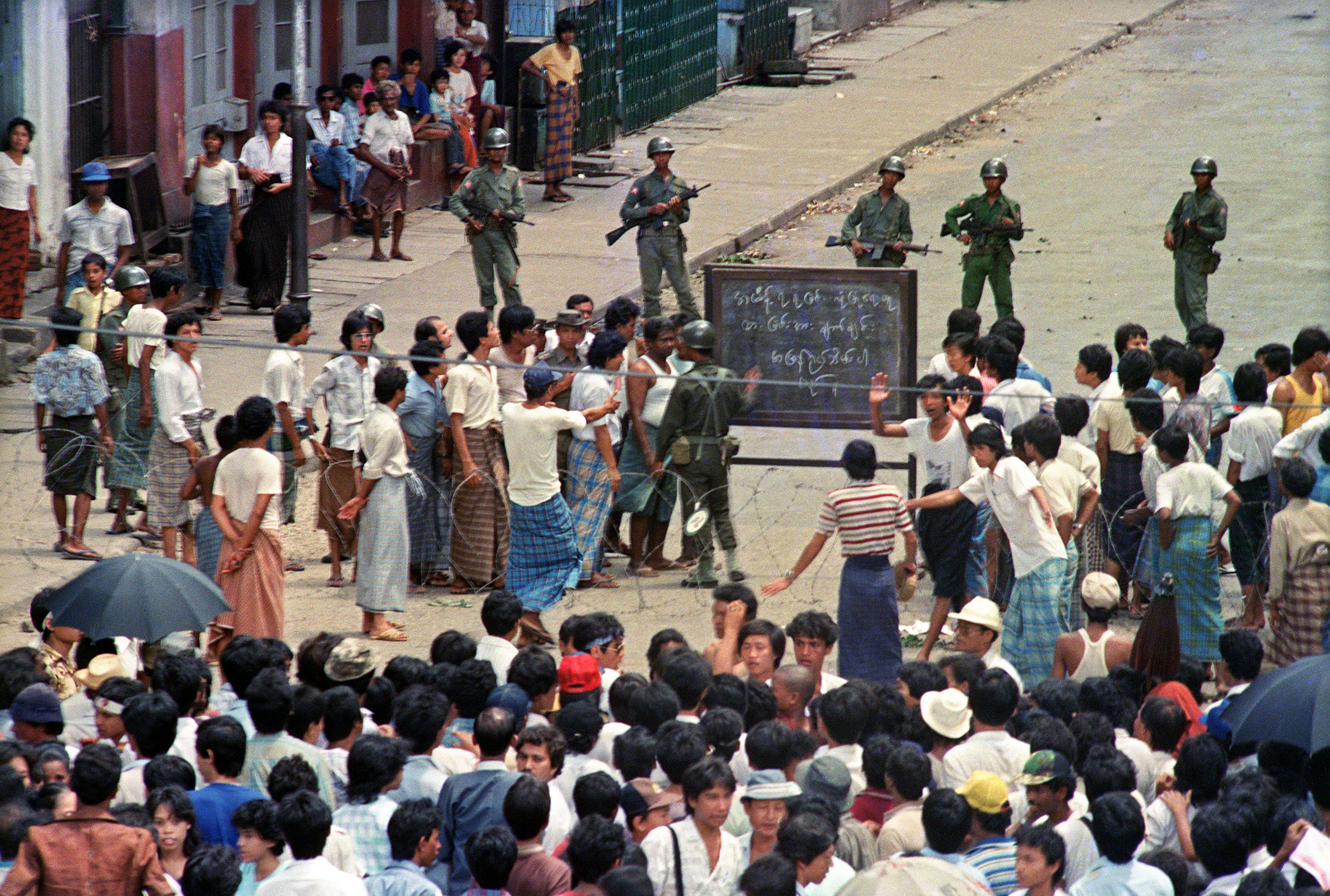 Troops order a crowd 26 Aug. 1988 in downtown Rangoon (Yangon) to disperse in front of sule pagoda sealed off by barbed wires.