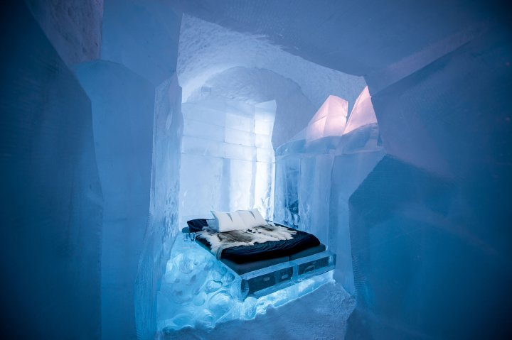 Deluxe suite in the Icehotel 365