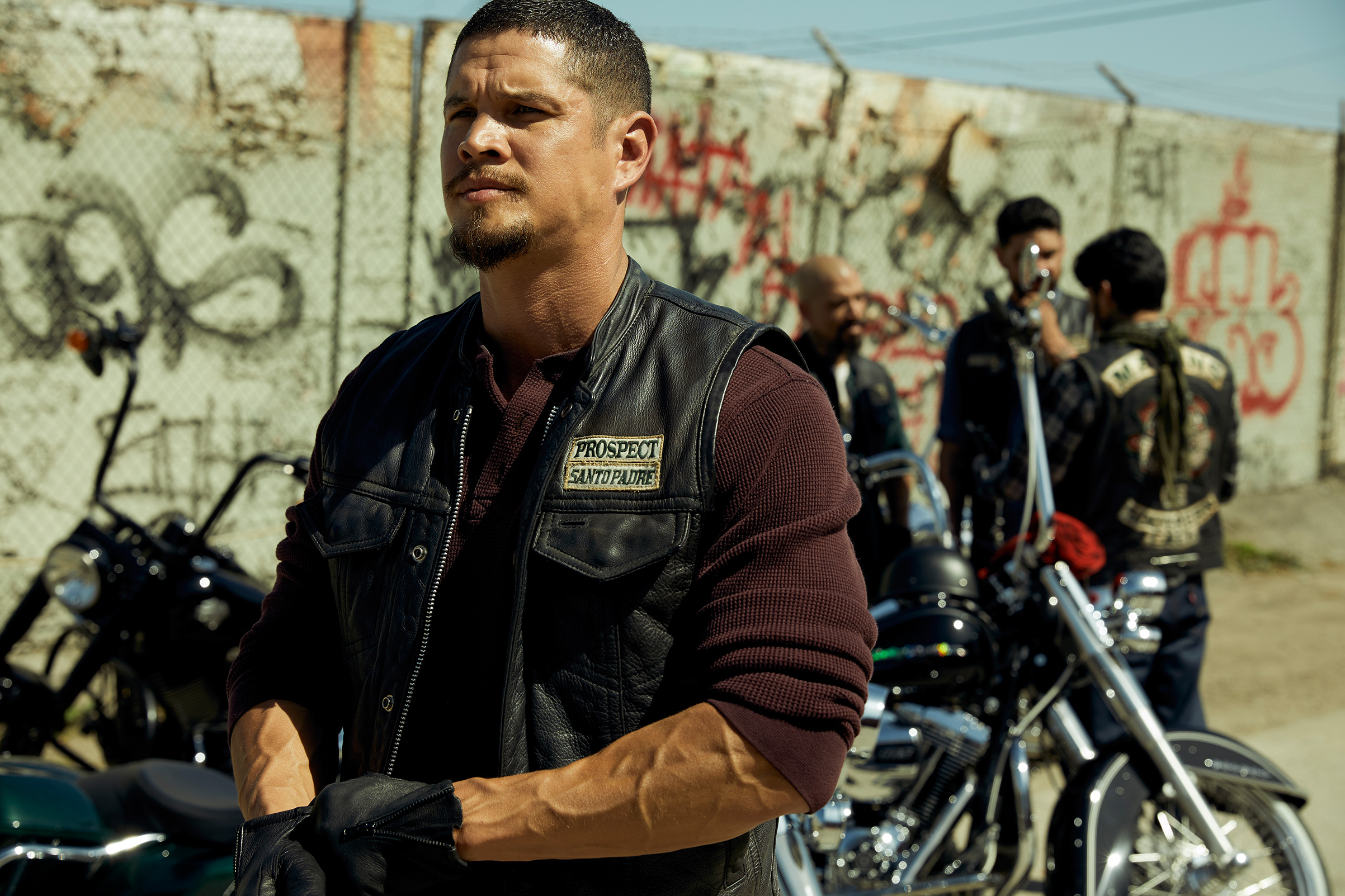MAYANS M.C.; JD Pardo as EZ Reyes.
