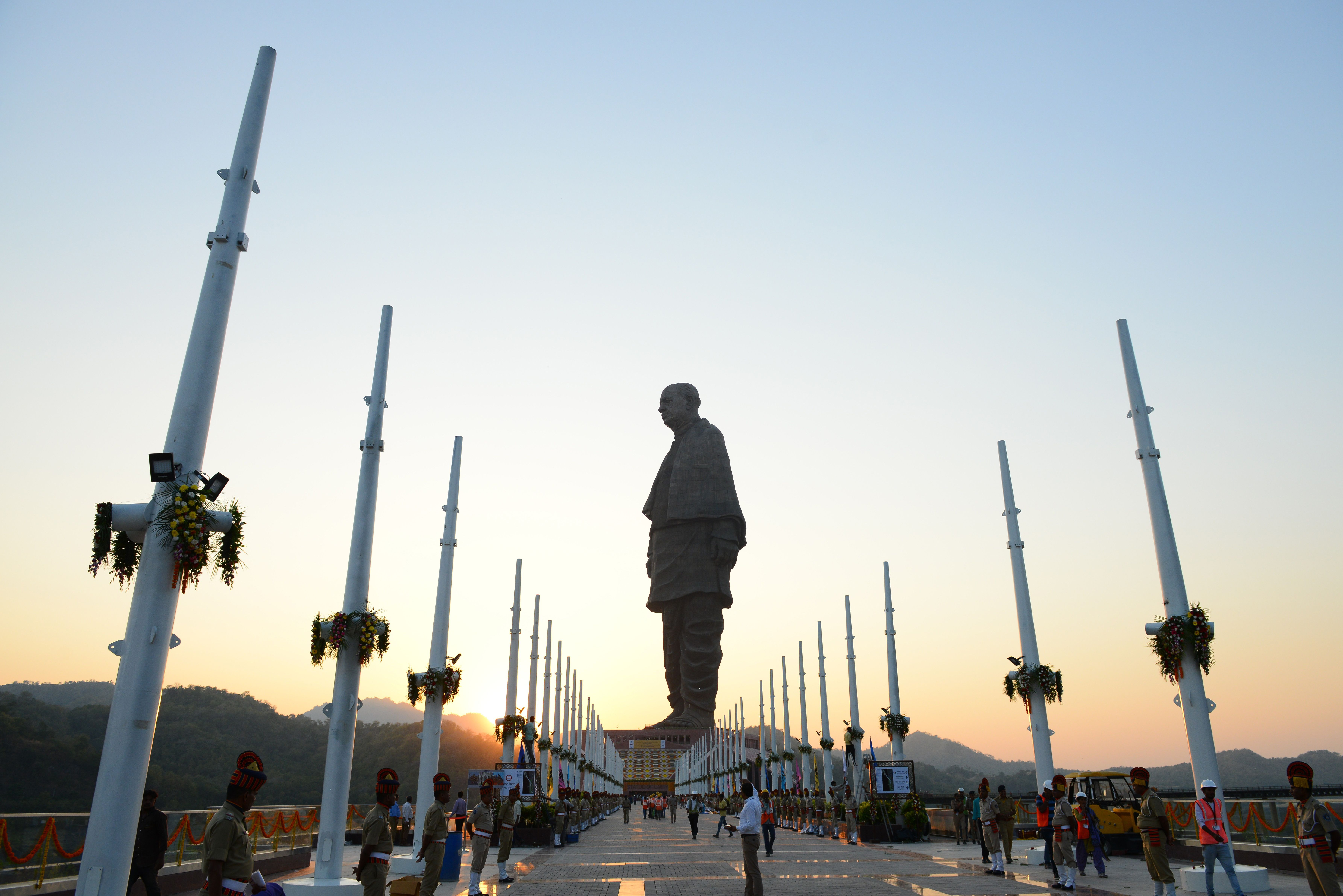 Indian policemen stand guard near the  Statue Of Unity,  the world's tallest statue dedicated to Indian independence leader Sardar Vallabhbhai Patel, near Vadodara in India's western Gujarat state on October 31, 2018.