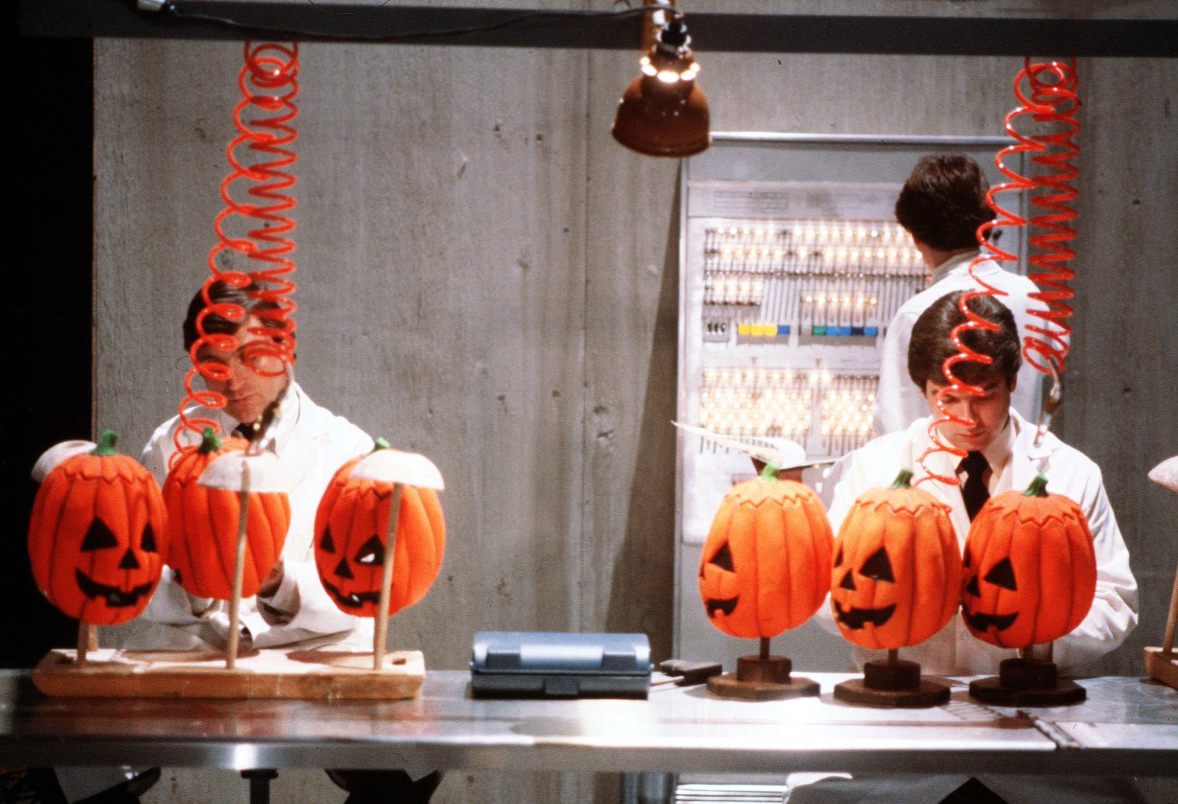 A scene from  Halloween III - Season Of The Witch .