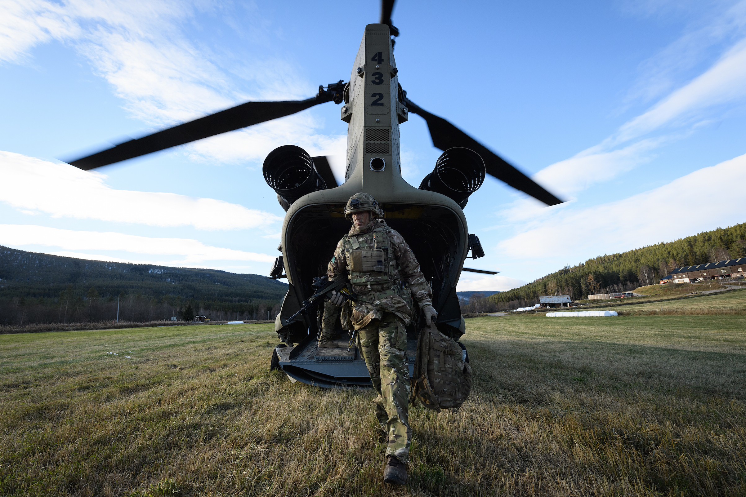 A British Army Brigade Commander disembarks from a United States Army Chinook CH-47 helicopter during a reconnaissance mission ahead of live exercise, on Oct. 27, 2018 in Alvdal, Norway. Over 40,000 participants from 31 nations will take part in the NATO  Trident Juncture  exercise, the largest exercise of it's kind to be held in Norway since the 1980s.