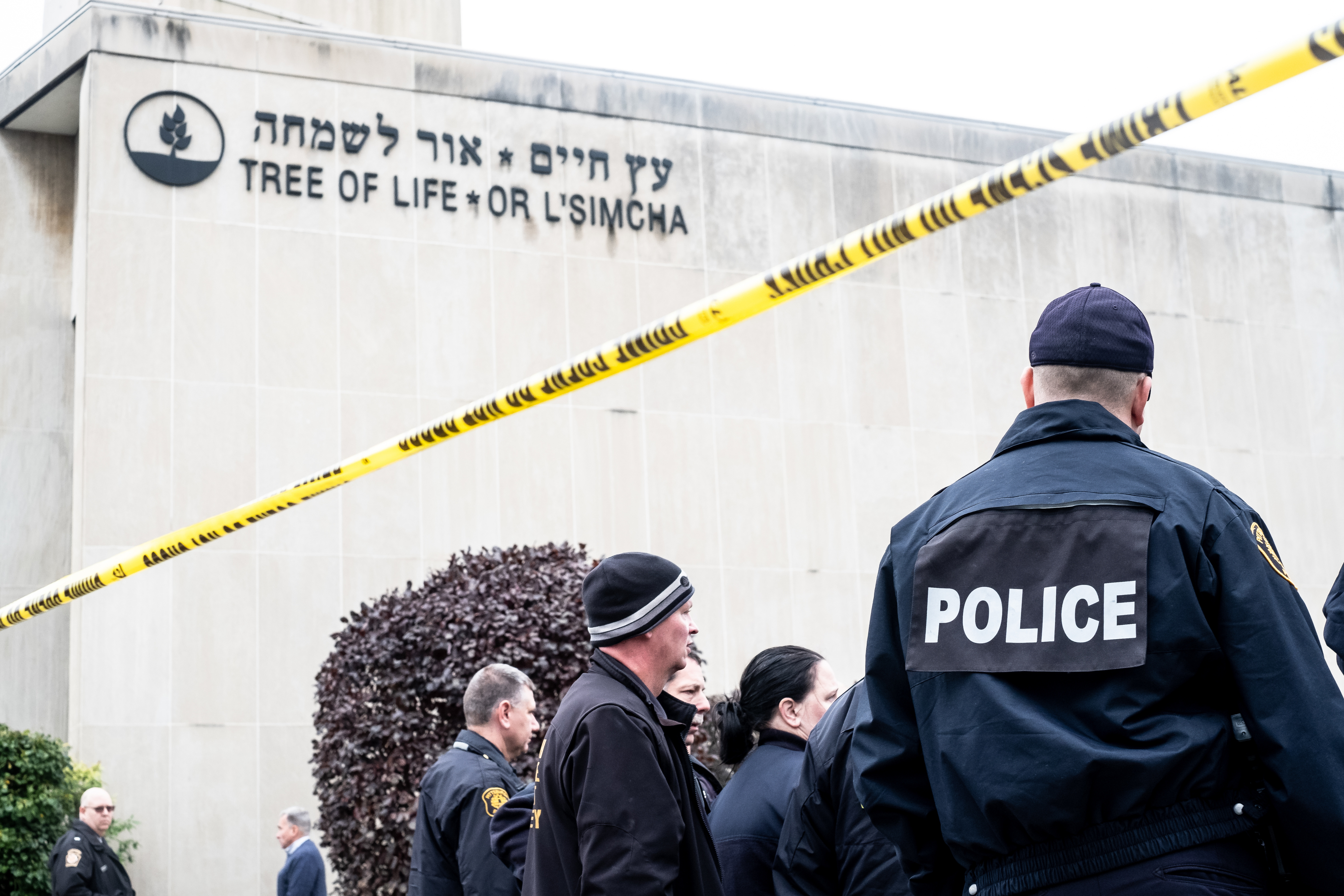 PITTSBURGH, PA, UNITED STATES - 2018/10/27: Police seen in front of synagogue.                     Aftermath of the mass shooting at the Tree of Life Synagogue in Squirrel Hill, Pittsburgh, PA.  While much tragedy struck the neighborhood, many people from the whole city physically came together and many from around the world showed their support. (Photo by
