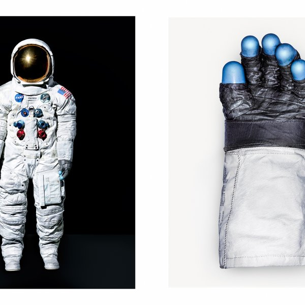armstrong-spacesuit-smithsonian