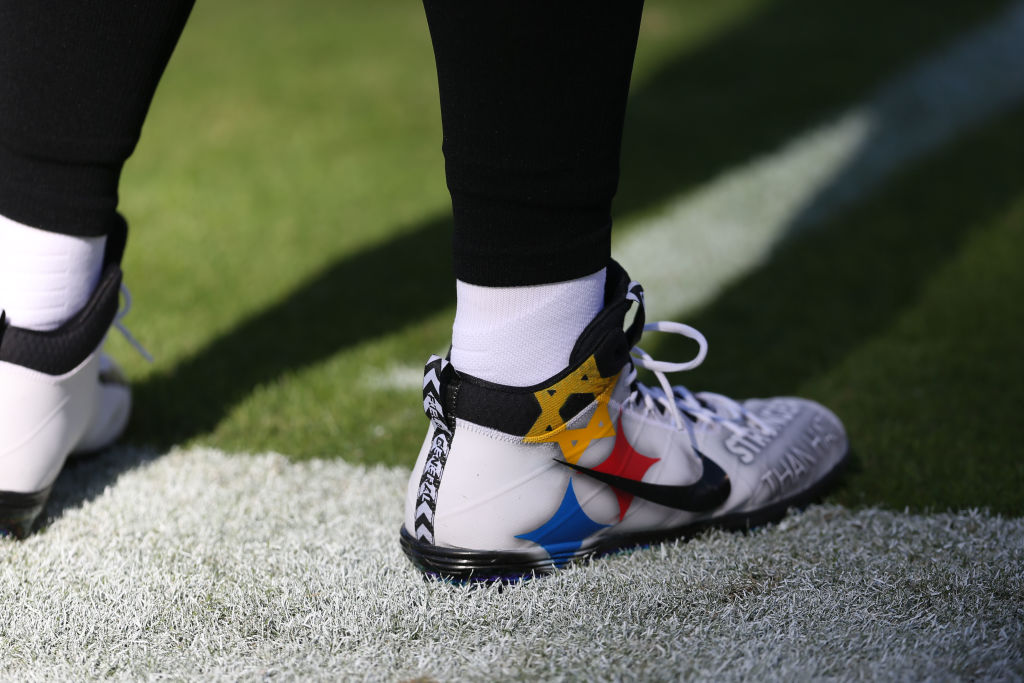 Quarterback Ben Roethlisberger #7 of the Pittsburgh Steelers wears cleats in response to last months mass shooting in Pittsburgh prior to the game against the Baltimore Ravens at M&T Bank Stadium on November 4, 2018 in Baltimore, Maryland.