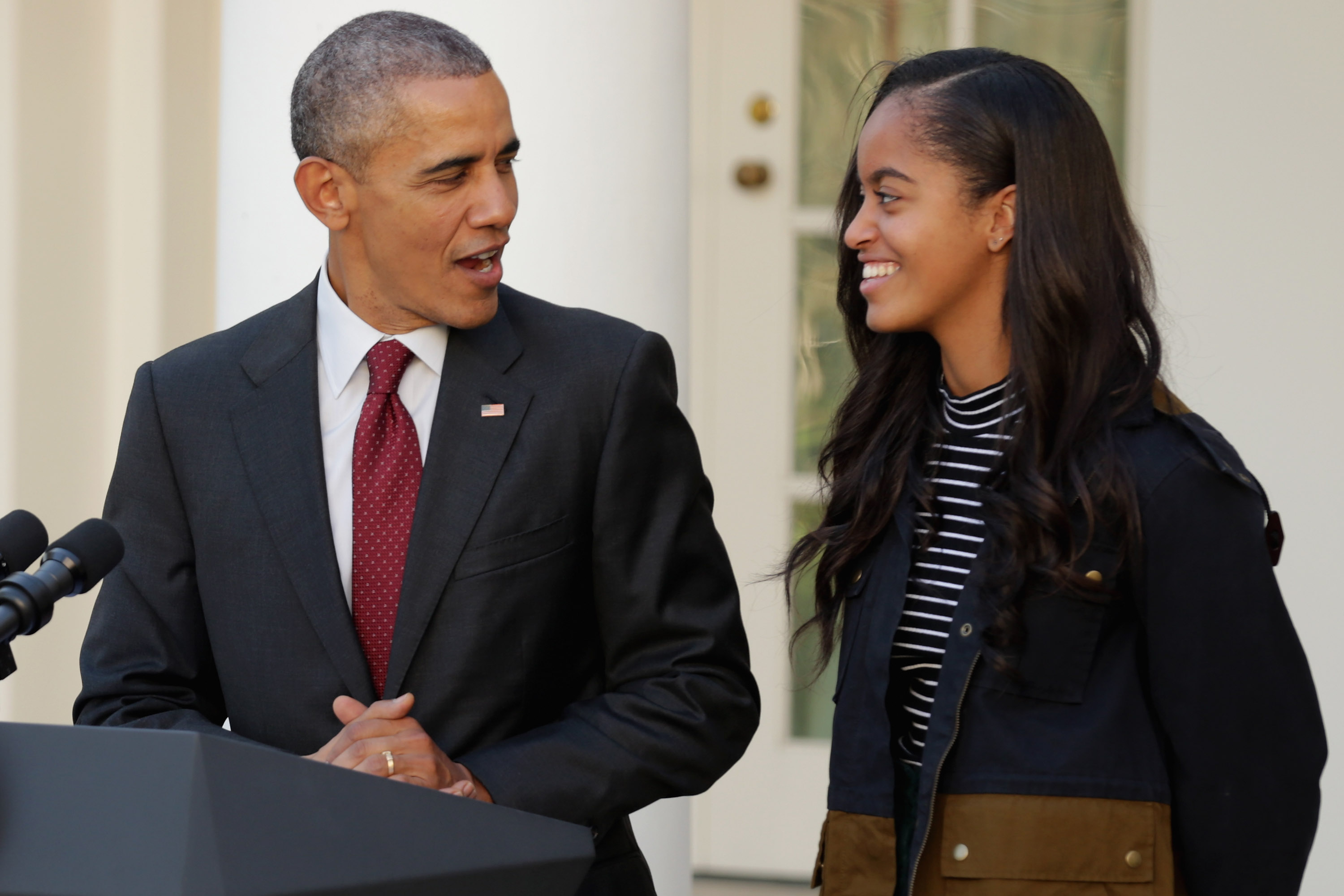 U.S. President Barack Obama (L) delivers remarks with his daughter Malia during the annual turkey pardoning ceremony in the Rose Garden at the White House  November 25, 2015 in Washington, DC.