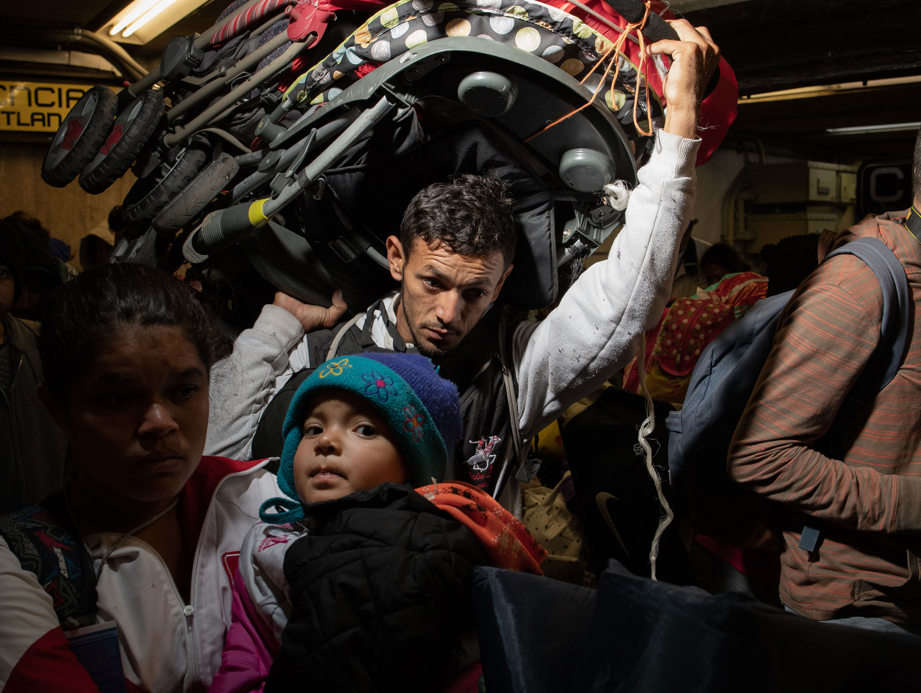 A group of migrants, among the thousands who rested in Mexico City, began to leave for their journey north on Nov. 10, 2018.
