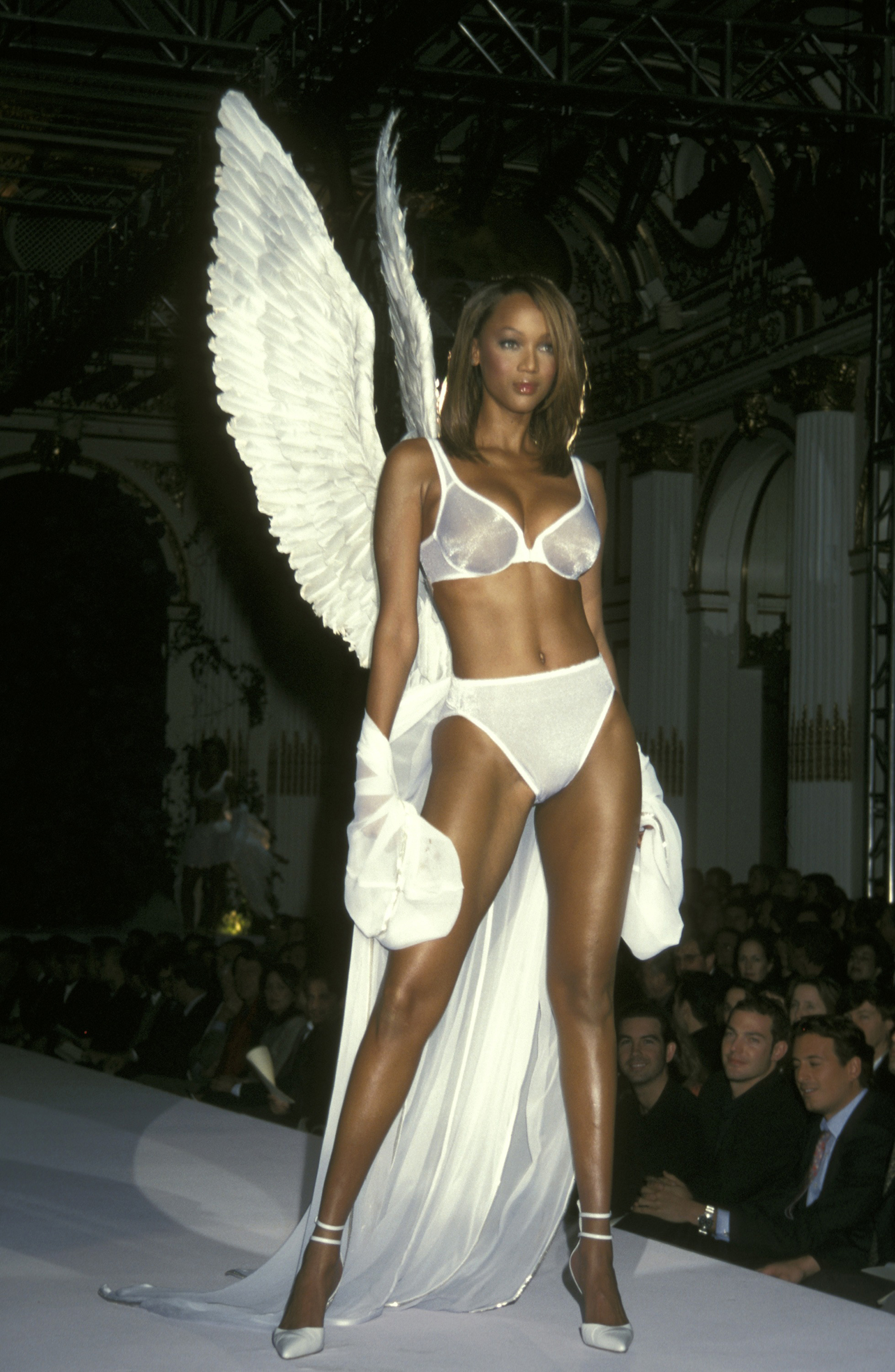 Tyra Banks dons angel wings in 1998