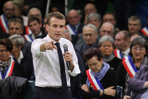 French President Emmanuel Macron (L) at the launch of the  great national debate .