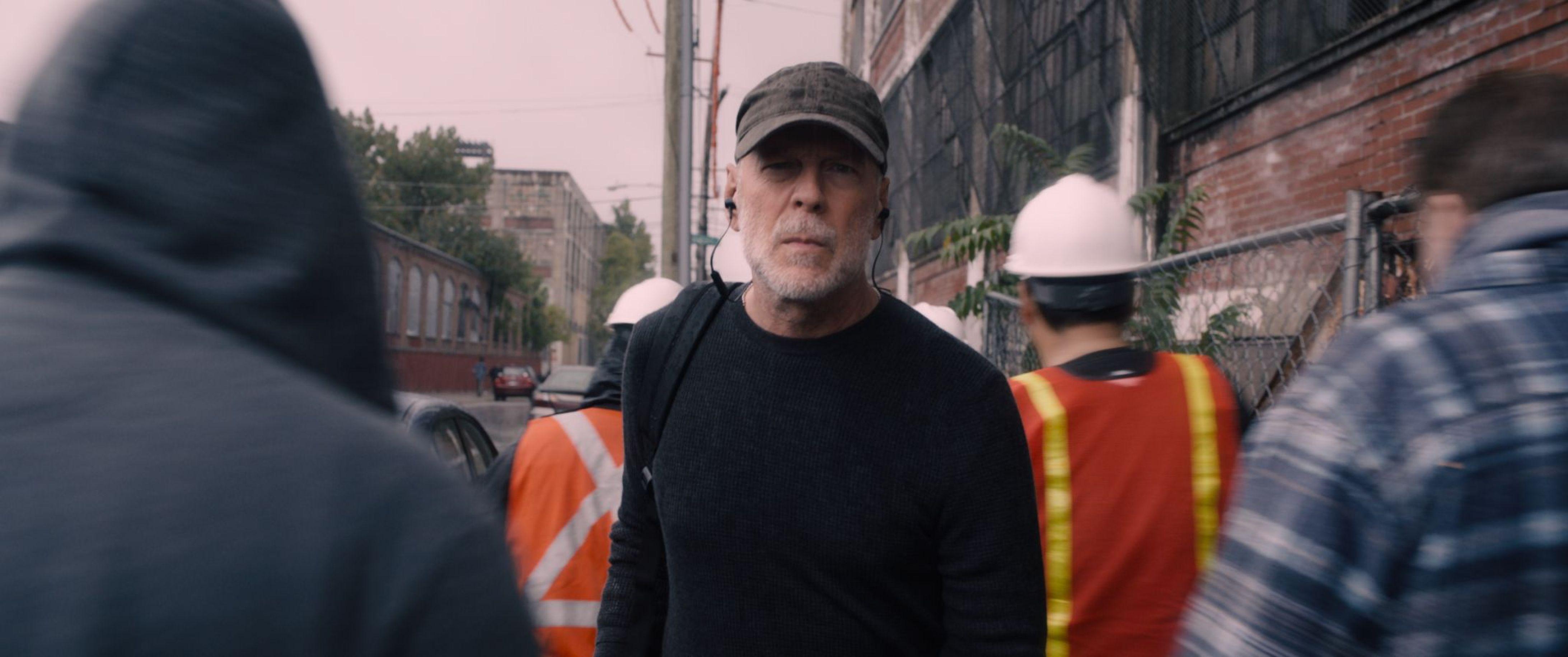 Bruce Willis as Davidin 'Glass'