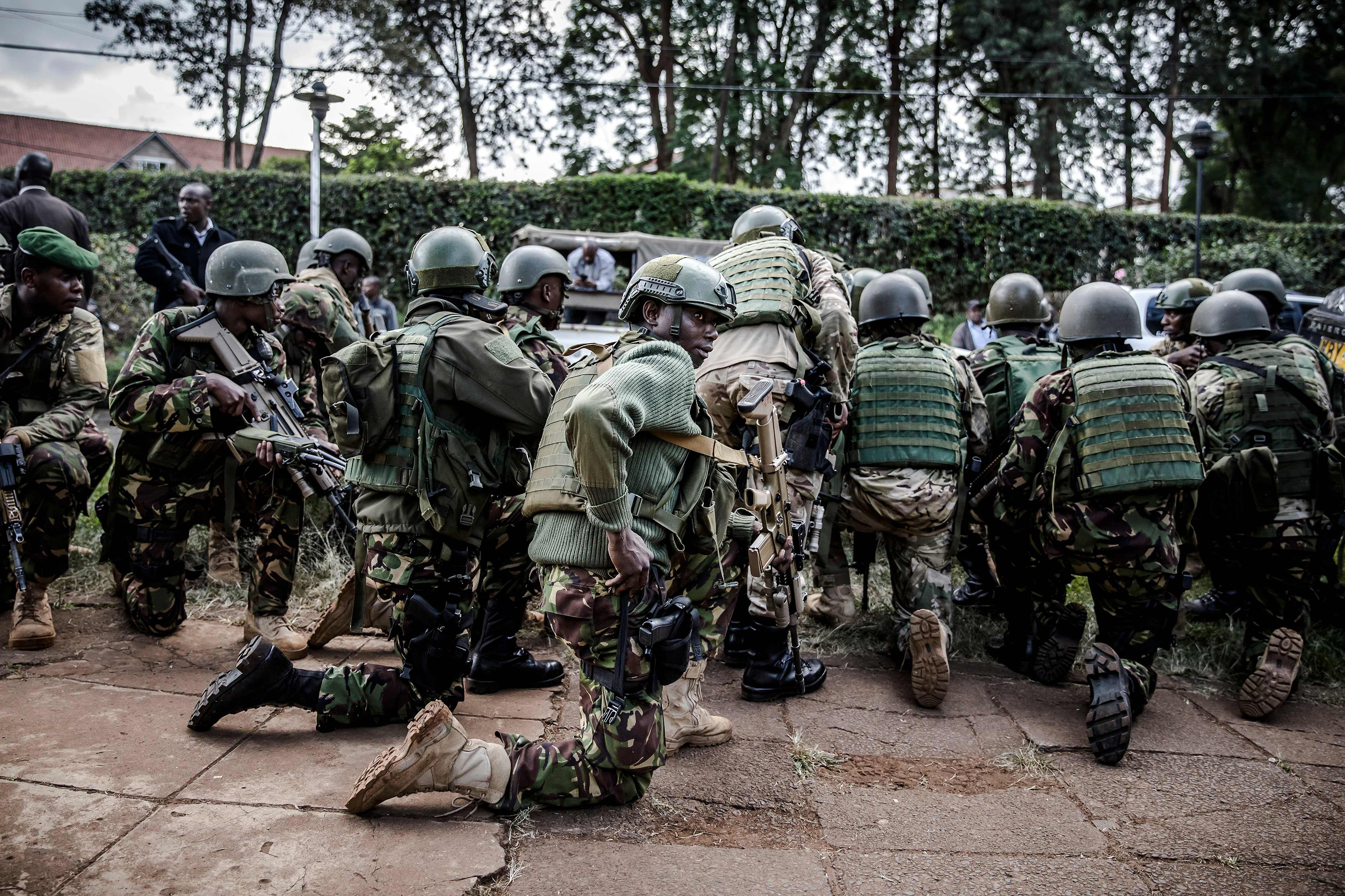 Kenyan special forces take position outside a hotel complex.