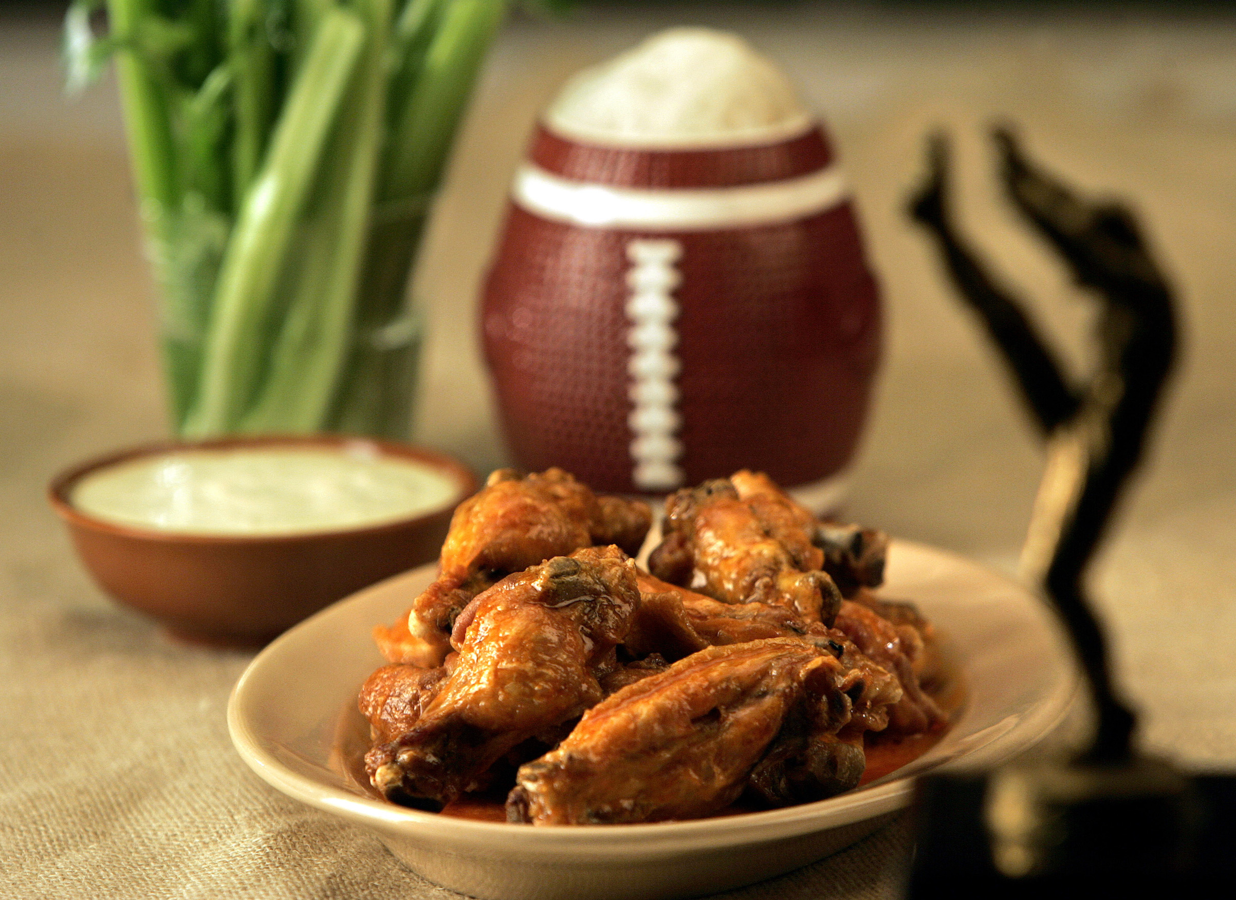 Buffalo chicken wings with blue cheese