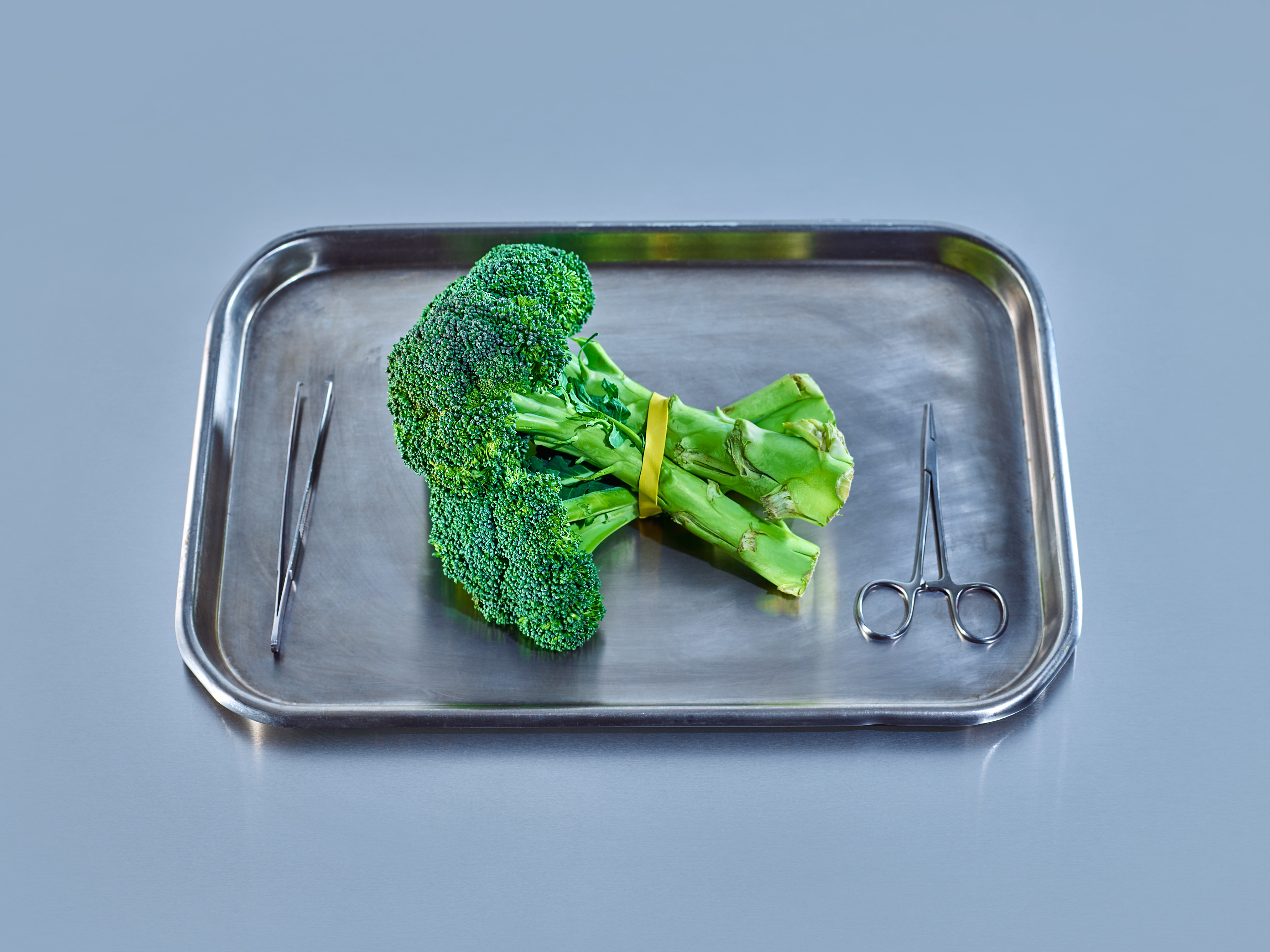 BROCCOLI | Loaded with glucosino­lates. Glucosinolates convert to compounds that can slow breast cancer cells from growing in the lab