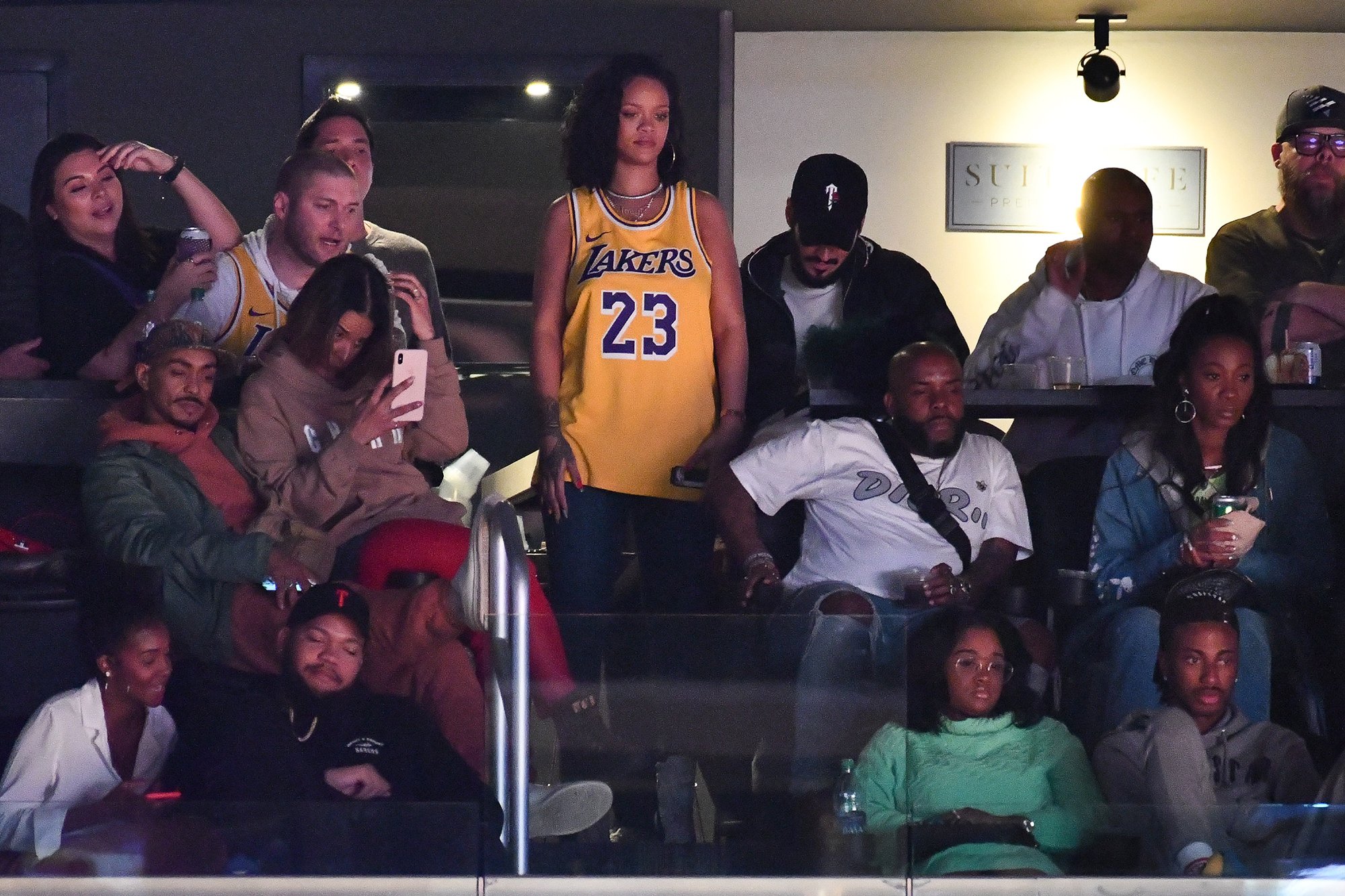 Rihanna Cheers Lakers In Lebron James Jersey Time
