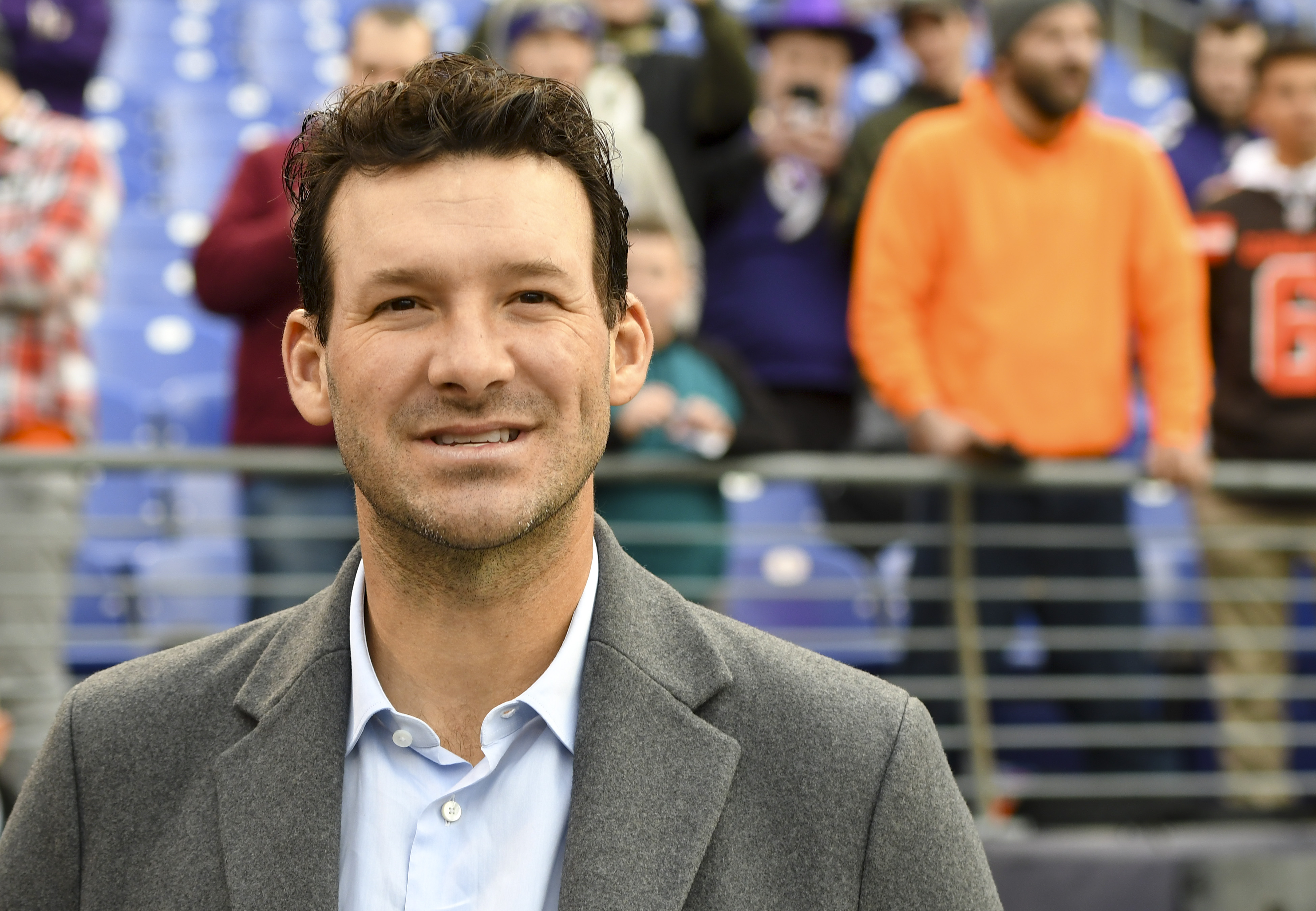 Tony Romo watches the Cleveland Browns and the Baltimore Ravens warm up prior to their game on December 30, 2018.