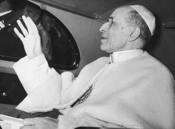 Pope Pius XII (1876 - 1958) leaves his summer residence at Castel Gandolfo and returns to the Vatican, 26th November 1955.