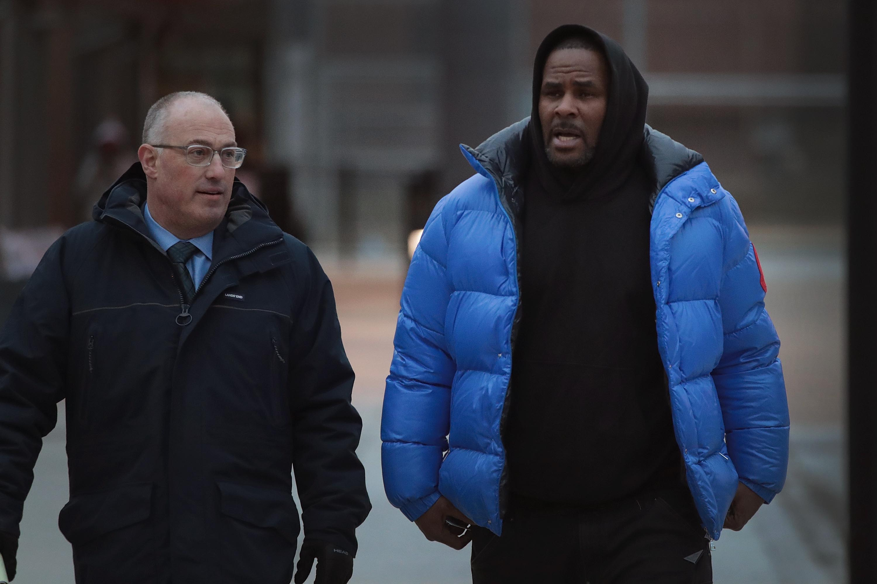 R&B singer R. Kelly (R) and his attorney Steve Greenberg leave Cook County jail after Kelly posted $100 thousand bond on February 25, 2019 in Chicago, Illinois.