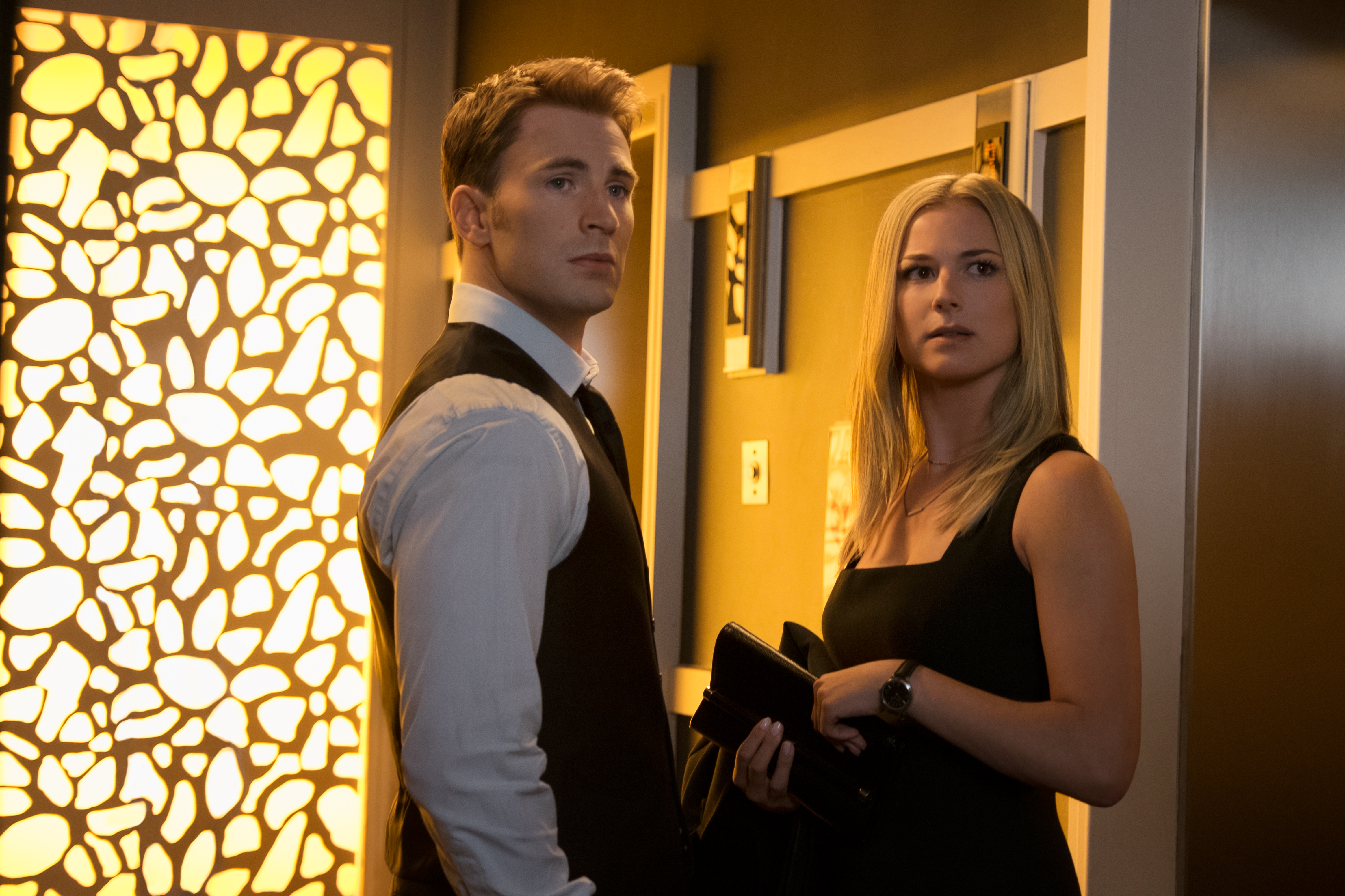 Captain America/Steve Rogers (Chris Evans) and Agent 13/Sharon Carter (Emily VanCamp) in Captain America: Civil War