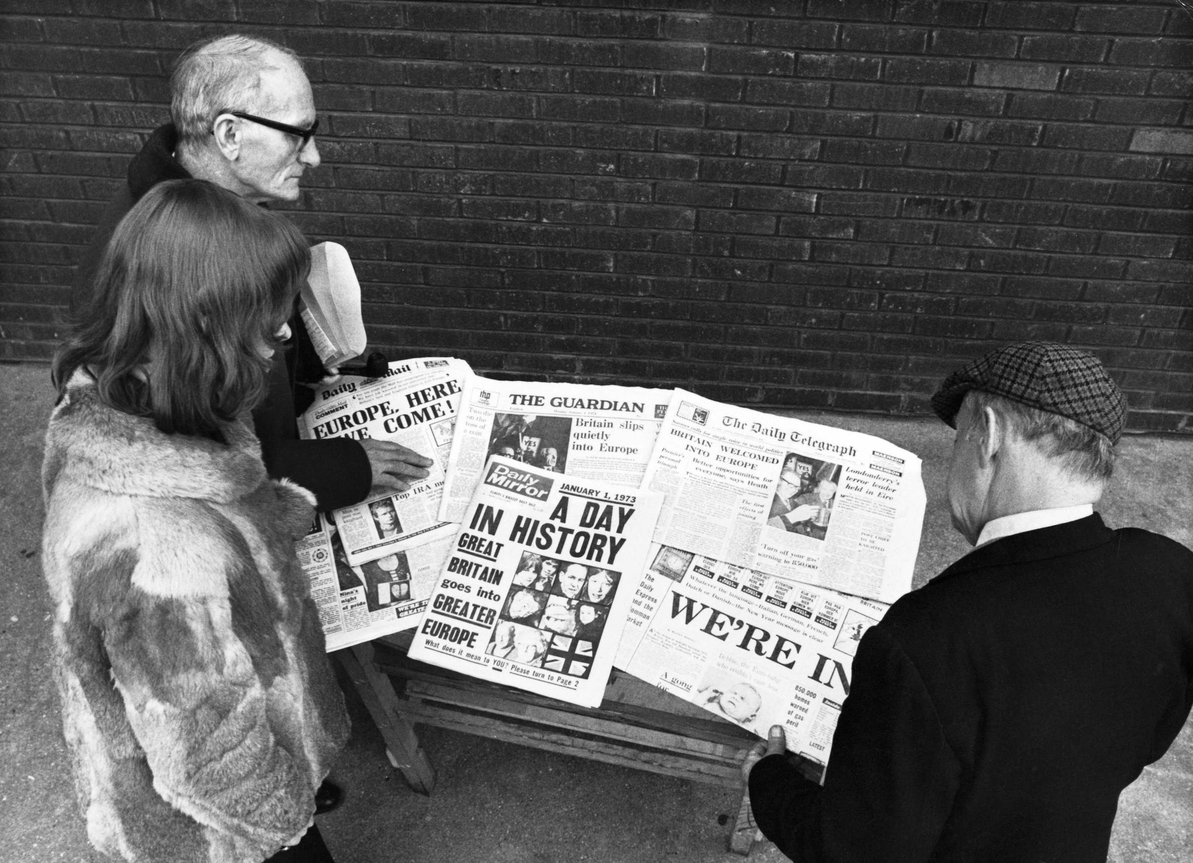 Londoners read the newspapers headlines about Britain's entry to the Common Market, January, 1973.