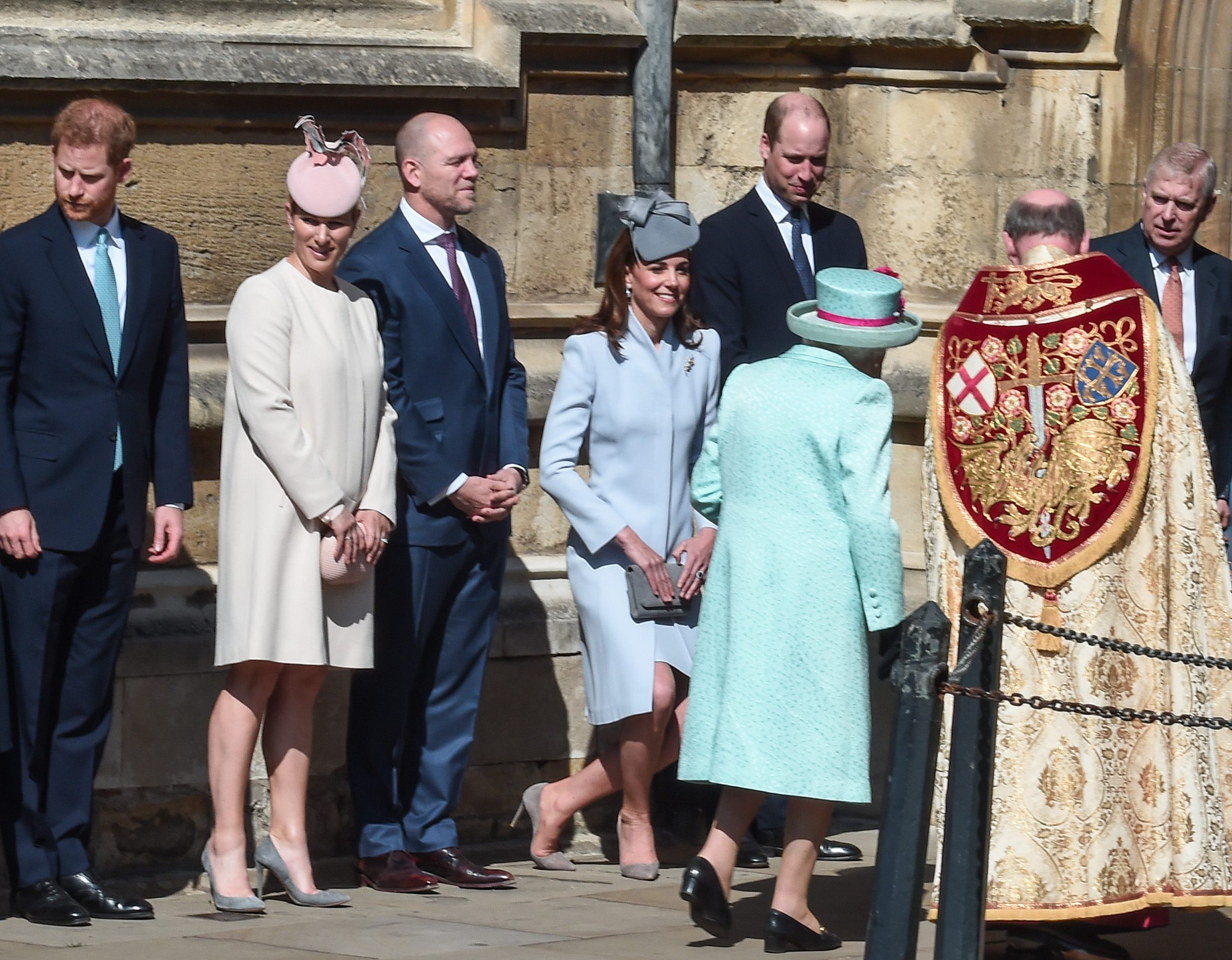 WINDSOR, ENGLAND - APRIL 21: (L-R) Prince Harry, Duke of Sussex, Zara Tindall, Mike Tindall, Catherine, Duchess of Cambridge and Prince William, Duke of Cambridge greet Queen Elizabeth II as she arrives for the Easter Sunday service at St George's Chapel on April 21, 2019 in Windsor, England. (Photo by Eamonn M. McCormack/Getty Images)