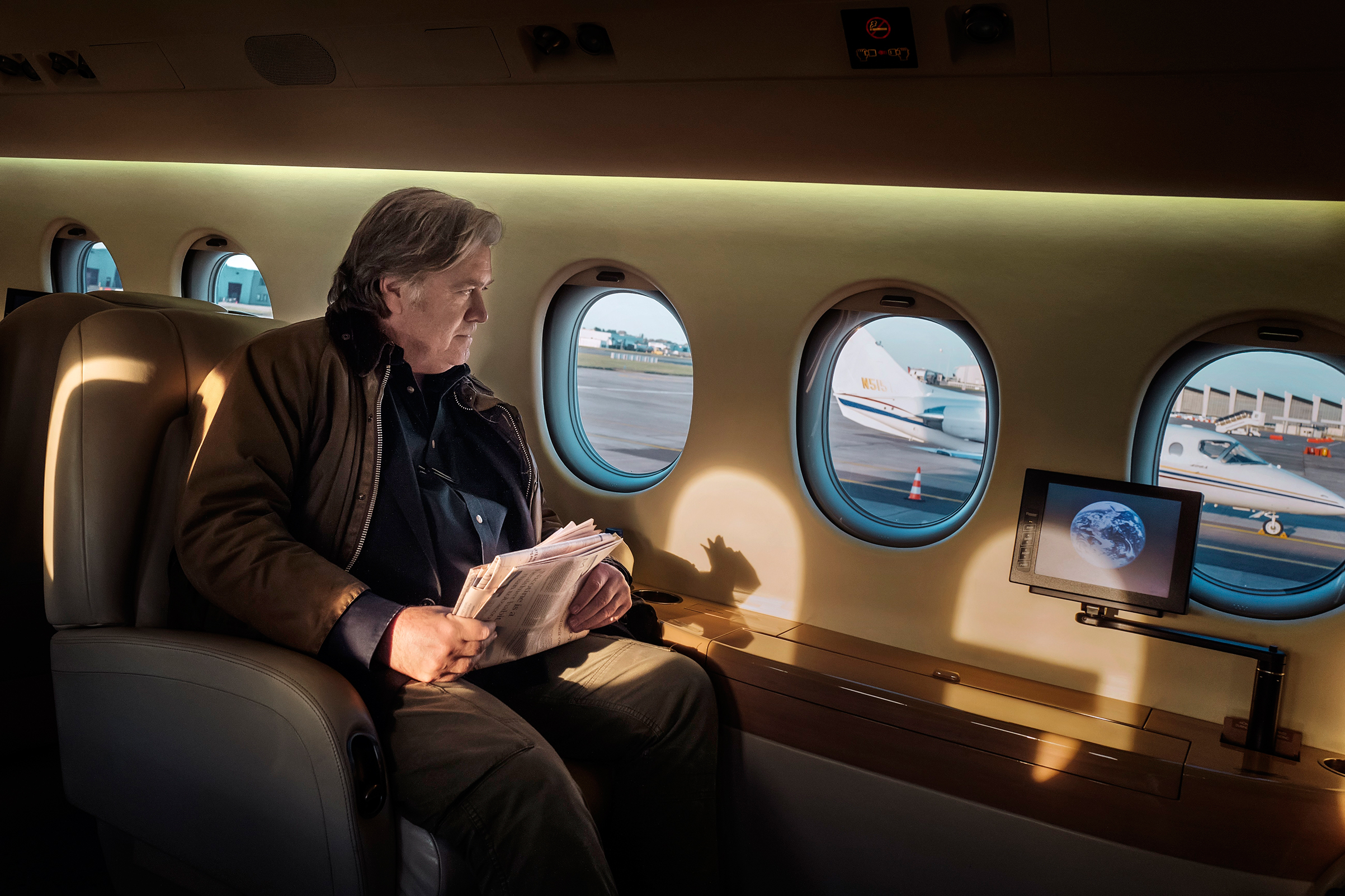 Ex–White House chief strategist Bannon on a rented private plane in Brussels heading to London