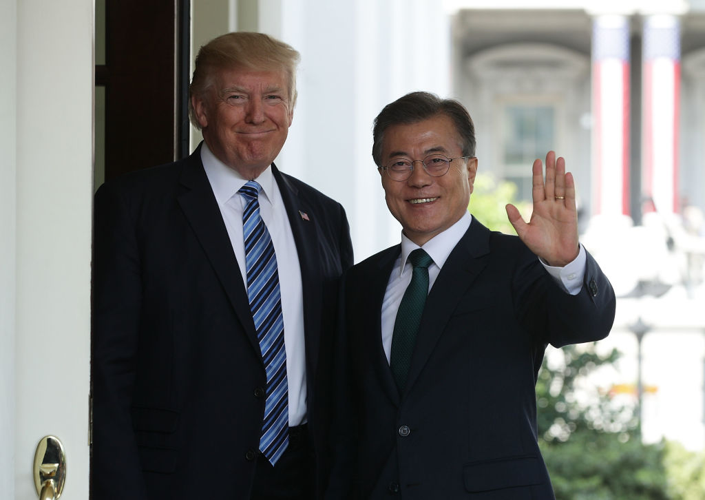 U.S. President Donald Trump (L) welcomes South Korean President Moon Jae-in (R) during an arrival outside the West Wing of the White House in Washington, D.C. in June 30, 2017.