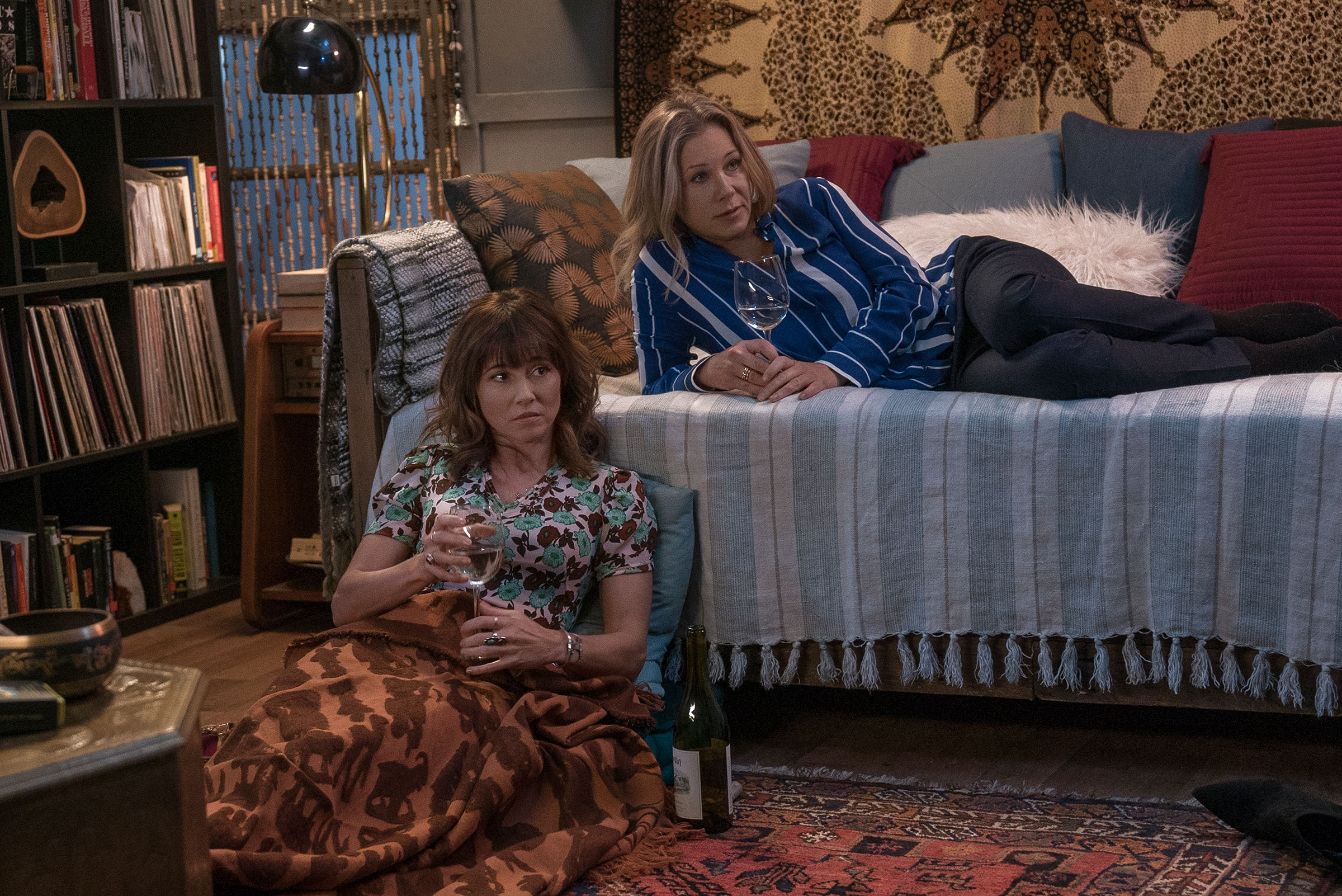 Judy (Cardellini, left) and Jen (Applegate) drown their sorrows