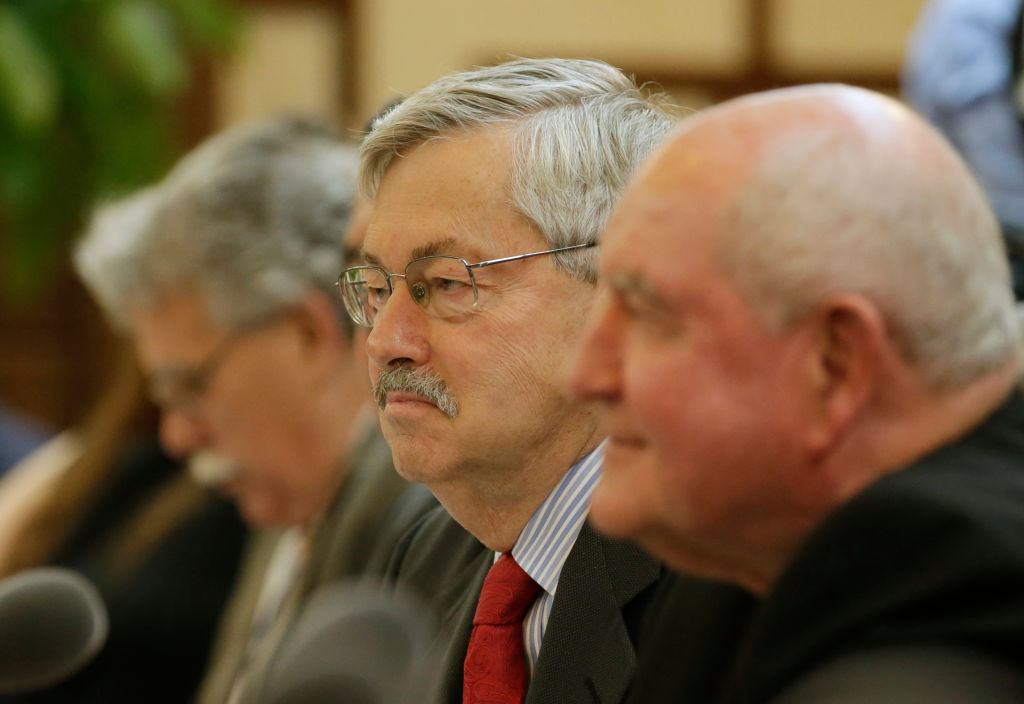 U.S. Ambassador to China, Terry Branstad (C), and U.S. Secretary of Agriculture Sonny Perdue (R) attend a meeting at the Ministry of Agriculture in Beijing on June 30, 2017.