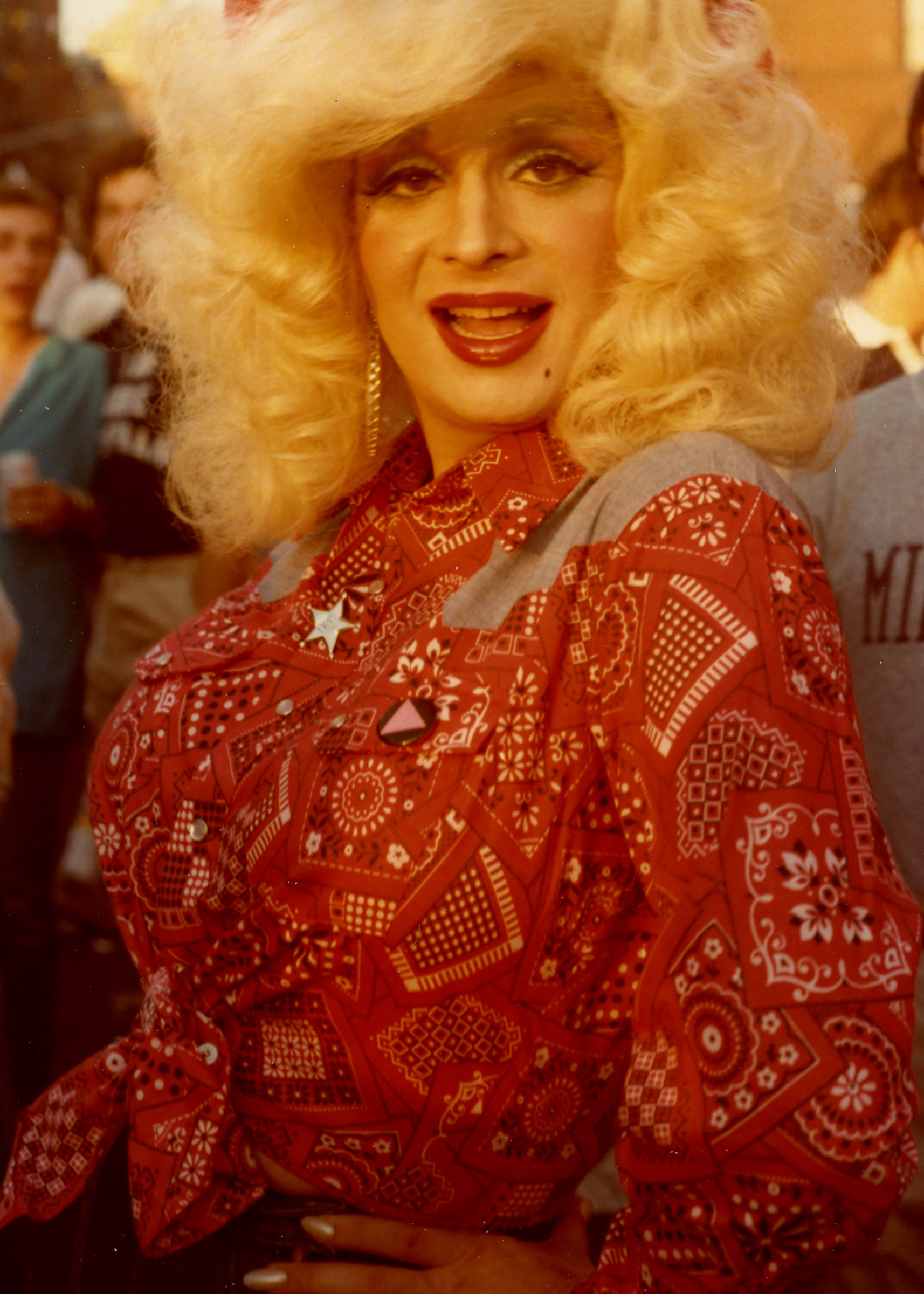 A drag performer dressed as Dolly Parton in 1978