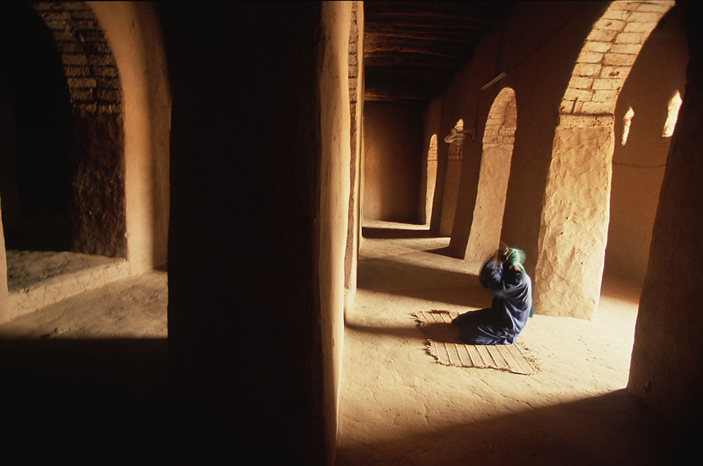 Inside the Sankore Mosque, Timbuktu, Mali, 2002. (Photo by Wade Davis/Getty Images)
