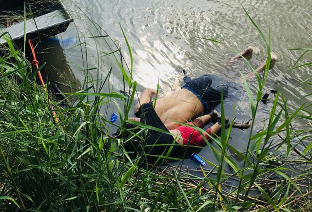 View of the bodies of Salvadoran migrant Óscar Martínez Ramírez and his daughter, who drowned while trying to cross the Rio Grande -on their way to the U.S.- in Matamoros, state of Tamaulipas on June 24, 2019.