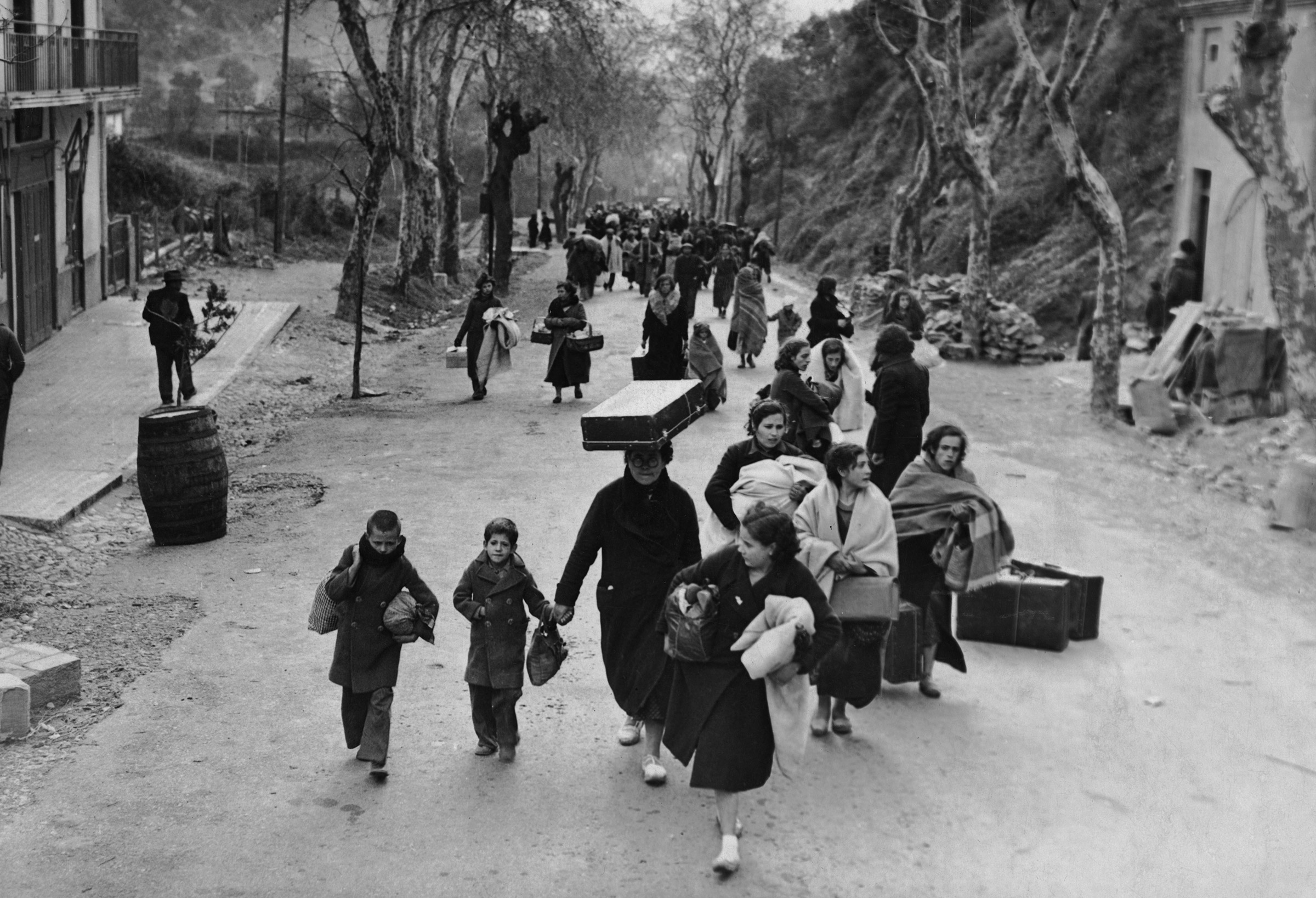 Refugees flee Paris in 1940.