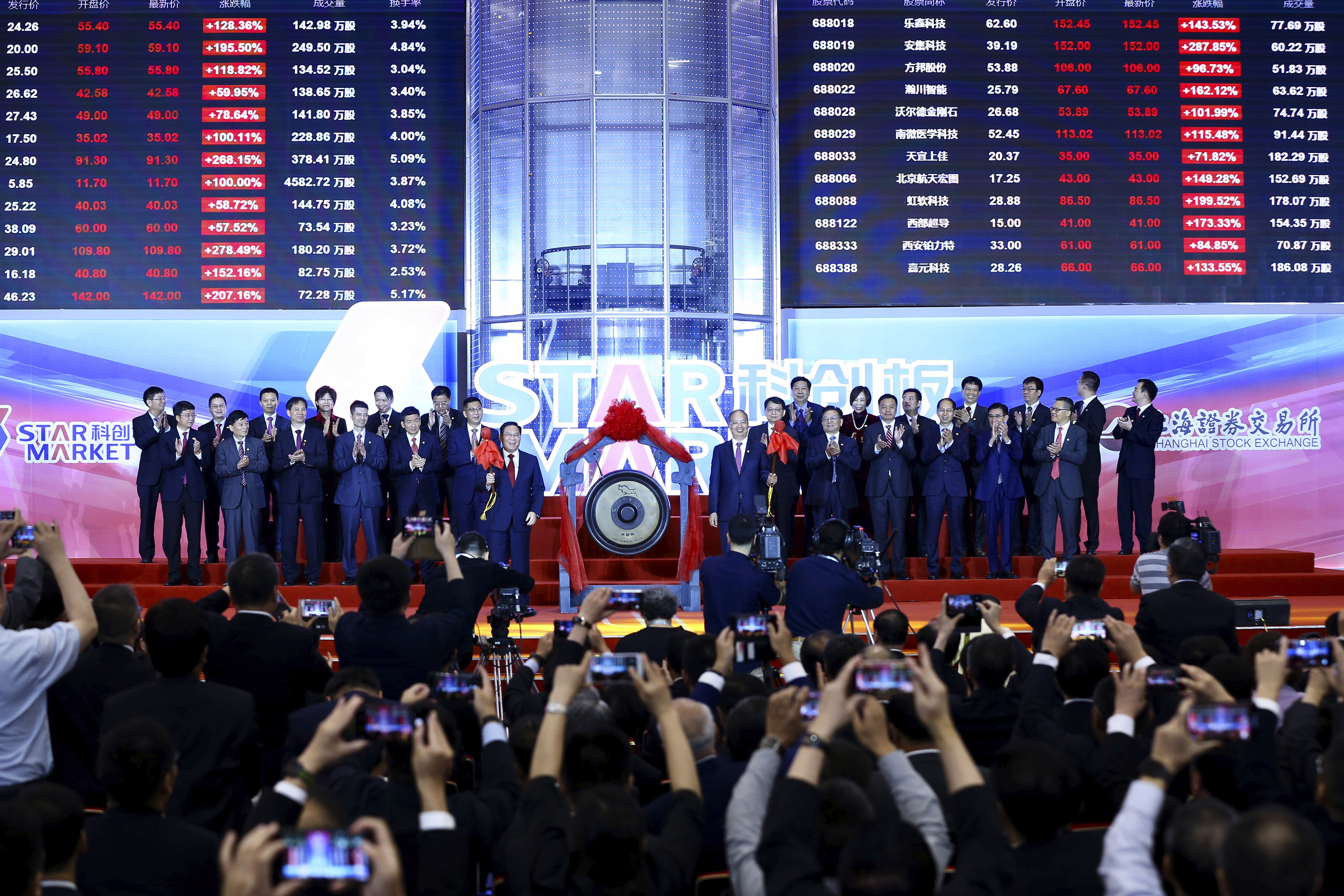 Li Qiang, center left, Shanghai's Party chief, and Yi Huiman, center right, chairman at China Securities Regulatory Commission, and the heads of 25 companies celebrate the launch of the SSE STAR Market in the hall of Shanghai Securities Exchange in Shanghai, China on July 22, 2019.