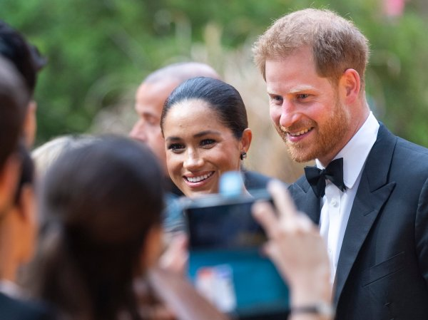 prince harry and meghan deny neighbors guidelines rumors time https time com 5637788 prince harry meghan markle neighbor rules rumors