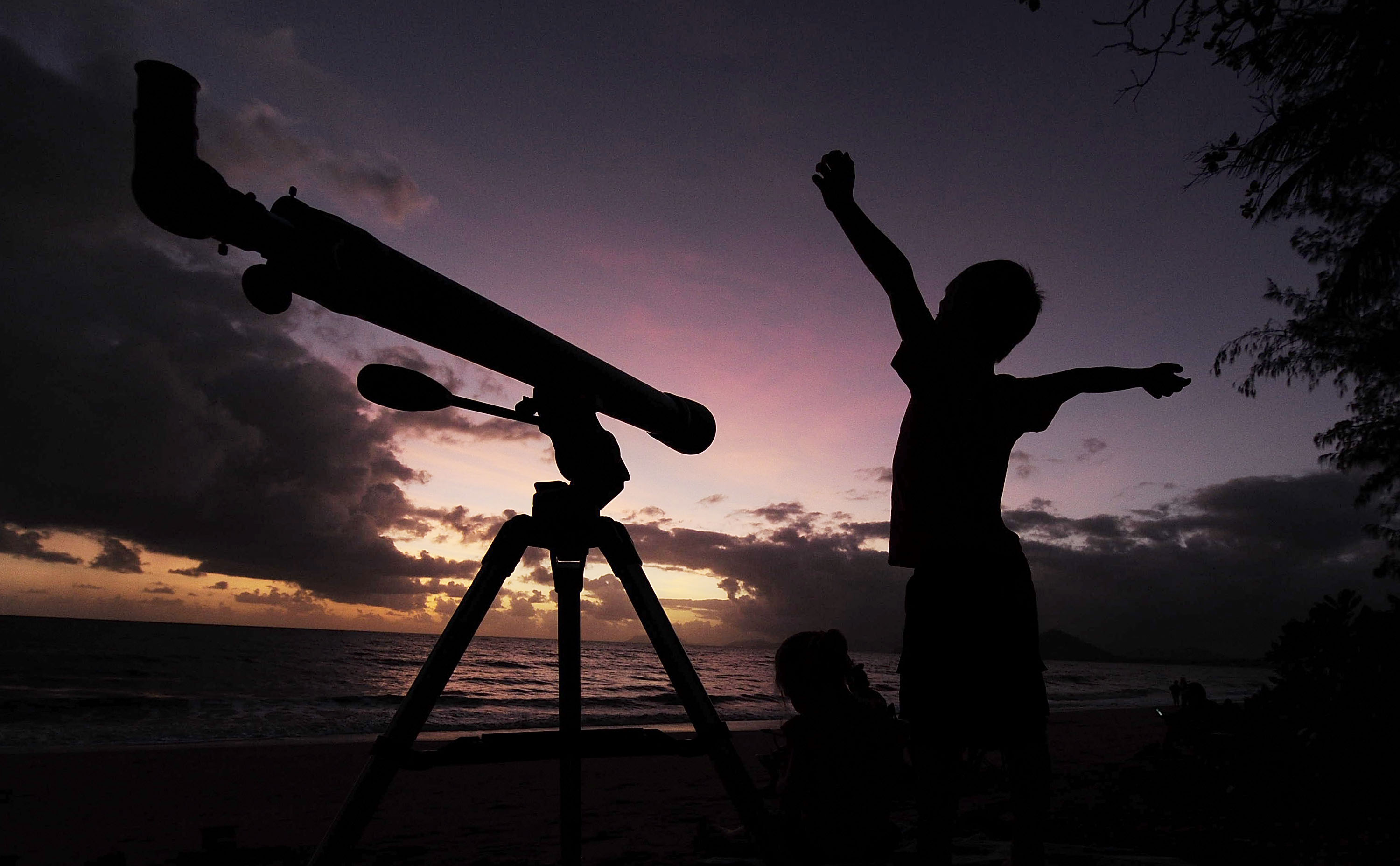 A young boy gets ready to view the solar eclipse  with his telescope on November 14, 2012 in Palm Cove, Australia. Thousands of eclipse-watchers have gathered in part of North Queensland to enjoy the solar eclipse, the first in Australia in a decade.