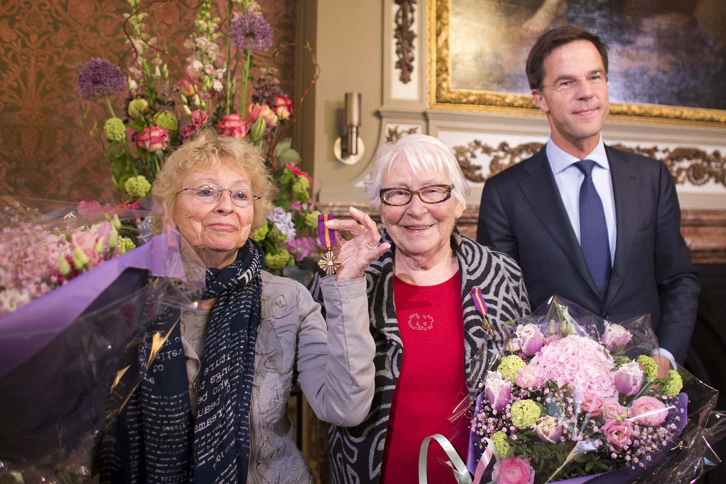 In 2014, Ms. Freddie Oversteegen, left, and her sister, Truus, were awarded the Mobilization War Cross by Mark Rutte, the Dutch prime minister.