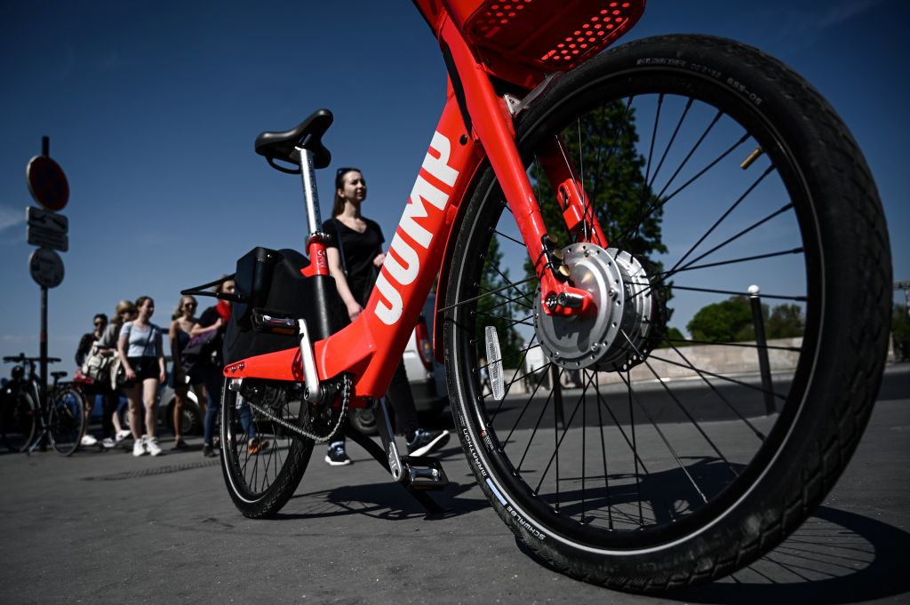 This picture taken on April 19, 2019 in Paris shows an electric bicycle of the share service known as  JUMP  operated by Uber.