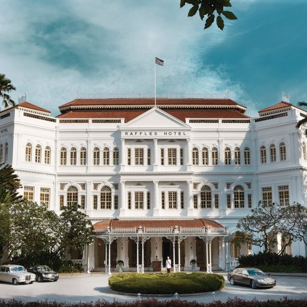 long-bar-at-the-raffles-hotel-singapore
