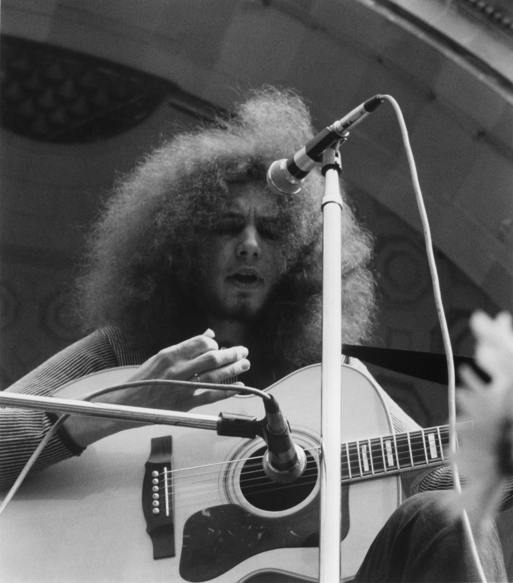 Musician Bert Sommer performs onstage in 1969.