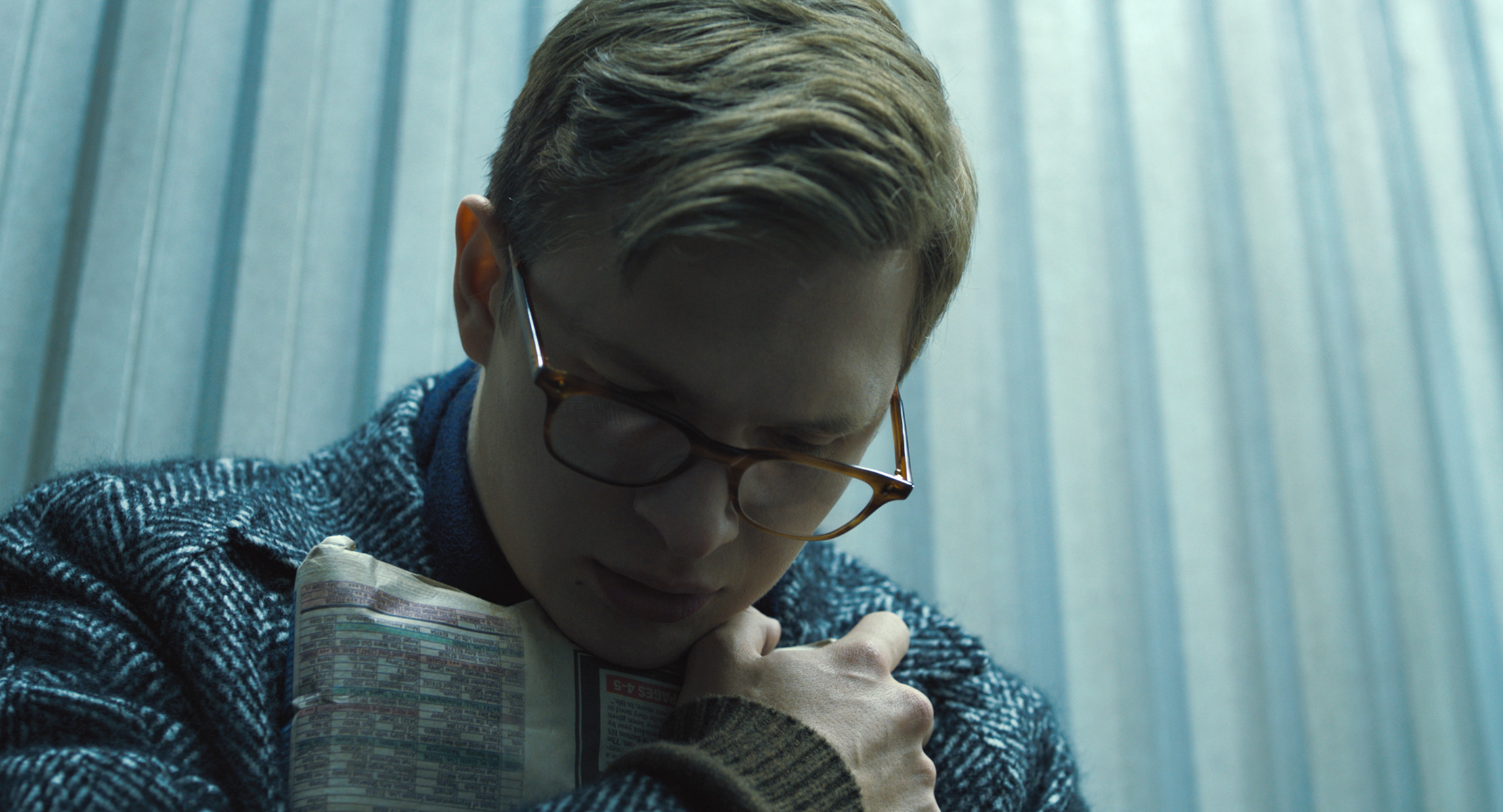 Ansel Elgort clutches the titular painting in 'The Goldfinch'