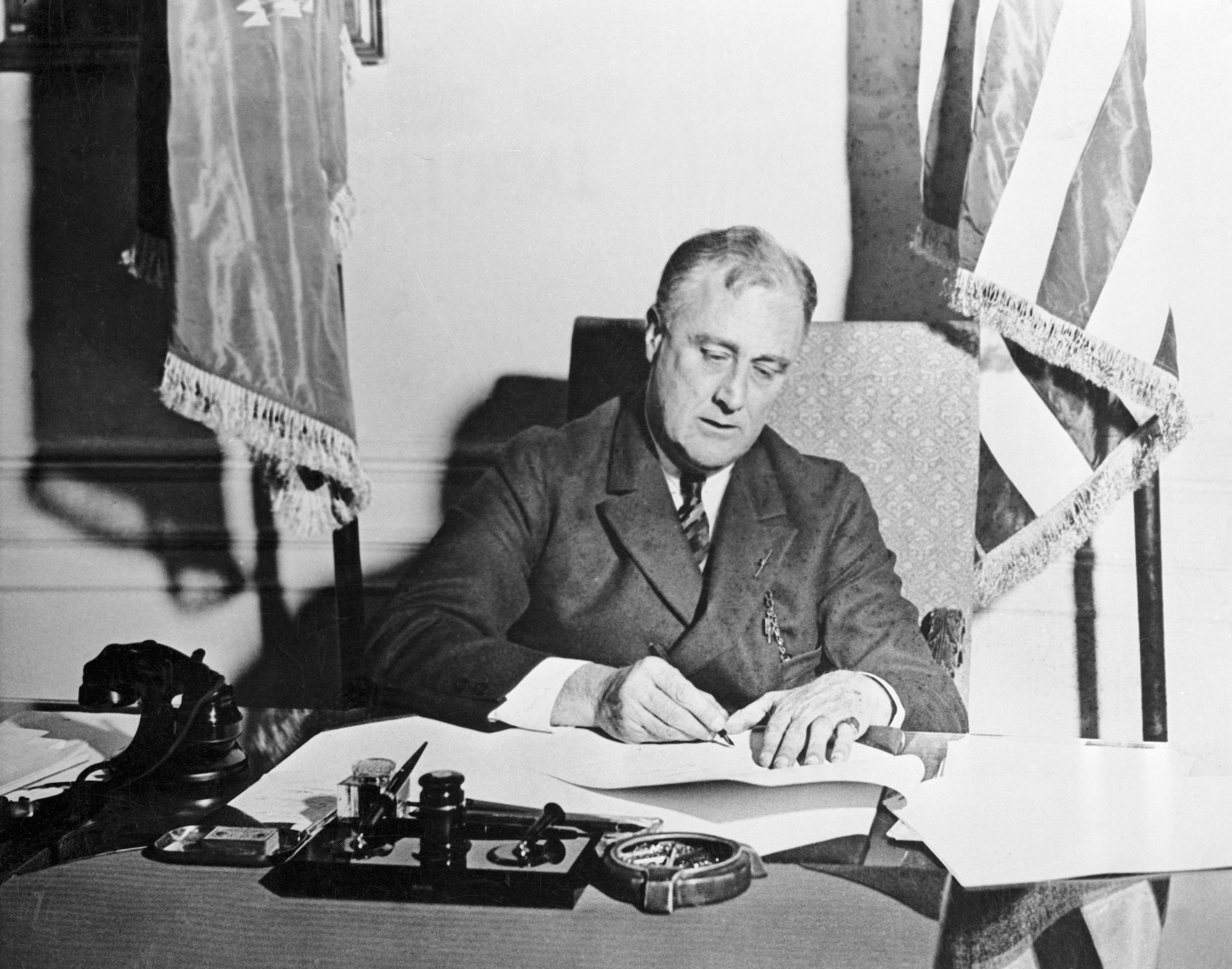 FDR signs the Emergency Banking Act in 1933