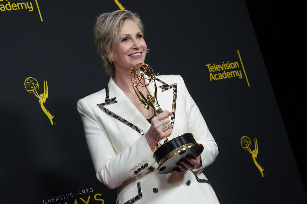 Jane Lynch poses in the press room with the award for outstanding guest actress in a comedy series for  The Marvelous Mrs. Maisel  during the 2019 Creative Arts Emmy Awards on September 15, 2019 in Los Angeles, California.