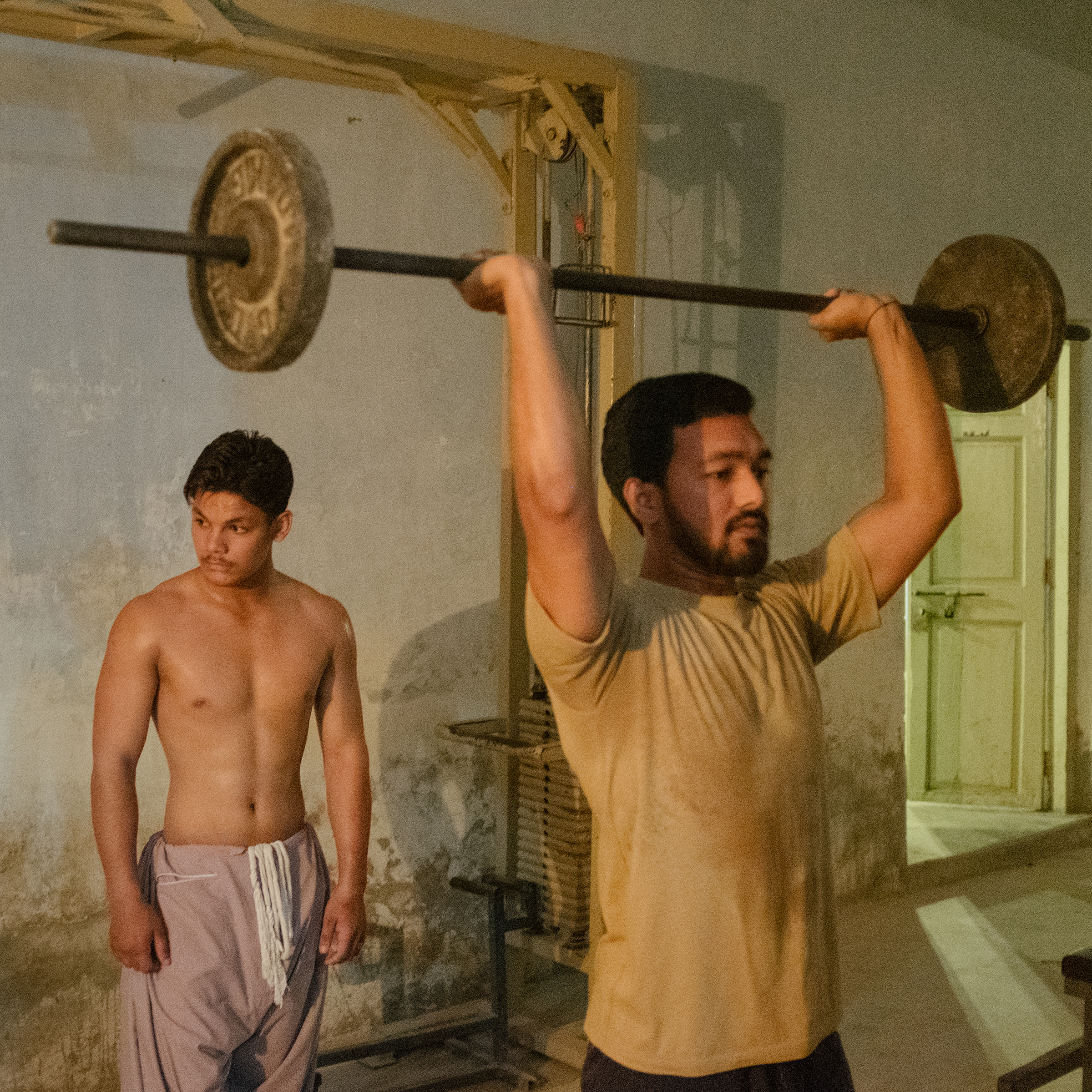 Without air conditioning, life still goes on at a Jacobabad fitness center on June 29.