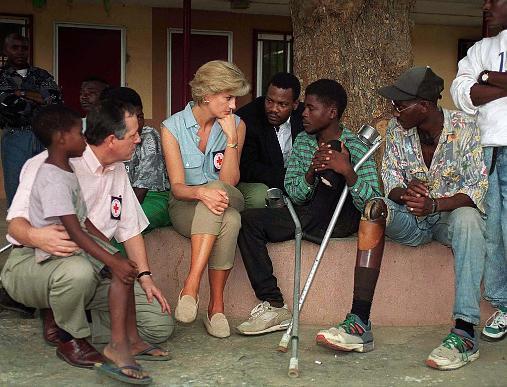 Diana, Princess Of Wales, At Neves Bendinha, An ICRC Orthopedic Workshop In Luanda, Angola, with victims of land mines.