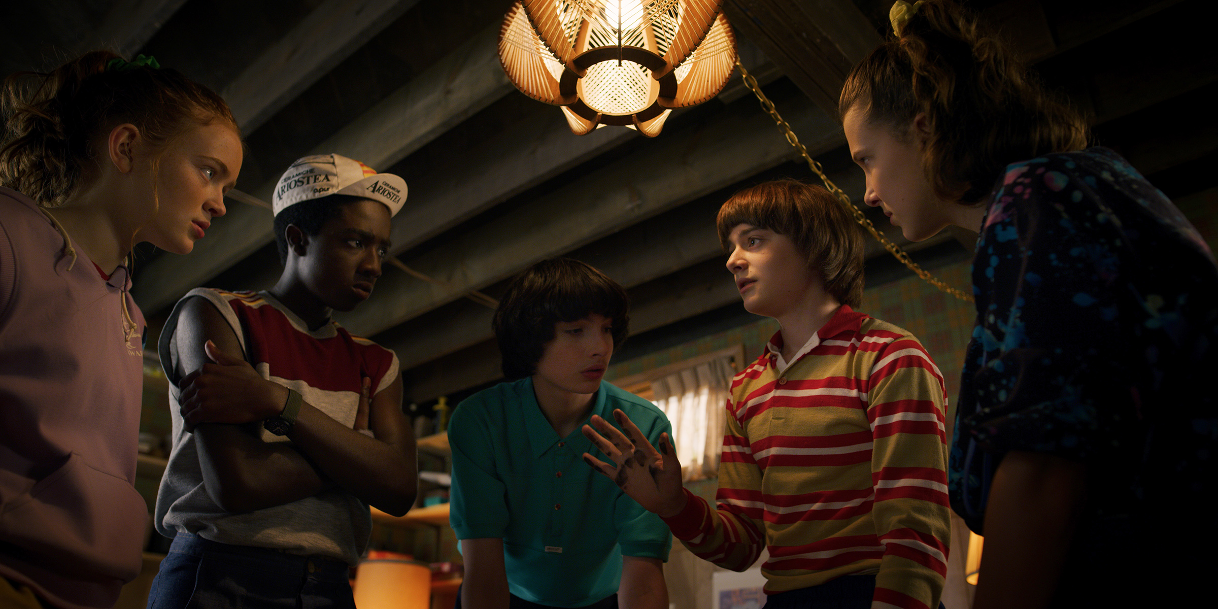 Sadie Sink, Caleb McLaughlin, Finn Wolfhard, Noah Schnapp and Millie Bobby Brown in Stranger Things