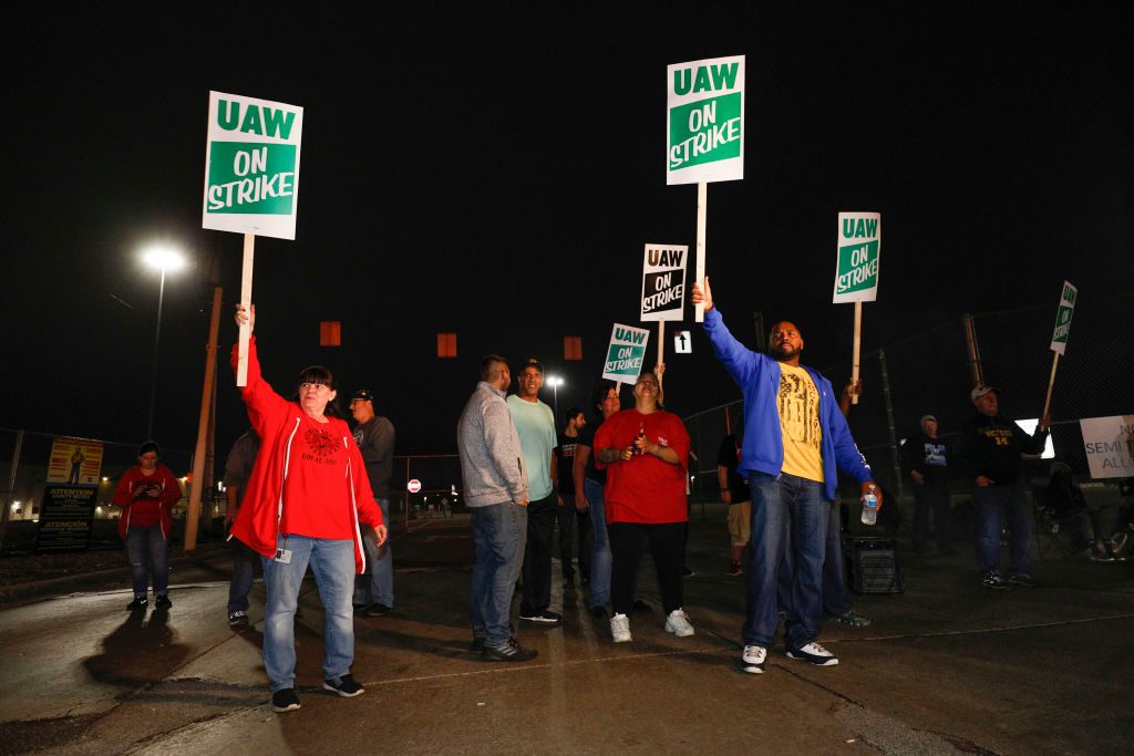 United Auto Workers (UAW) members picket line at a gate at the General Motors Flint Assembly Plant after the UAW declared a national strike against GM at midnight on September 16, 2019 in Flint, Michigan.